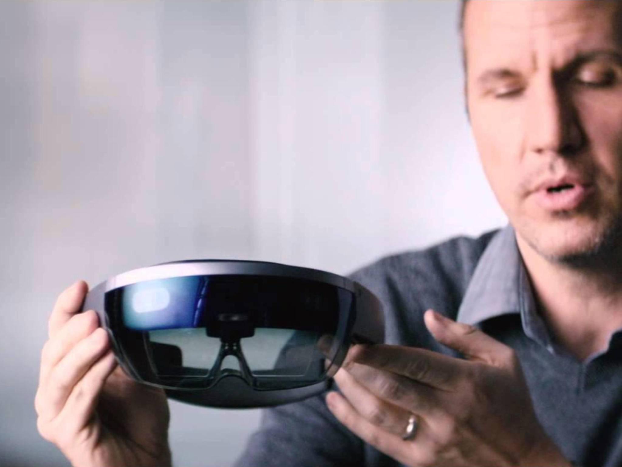 Die Microsoft Hololens wird komplett drahtlos und alle Programme für Windows 10 funktionieren auch mit der Brille.