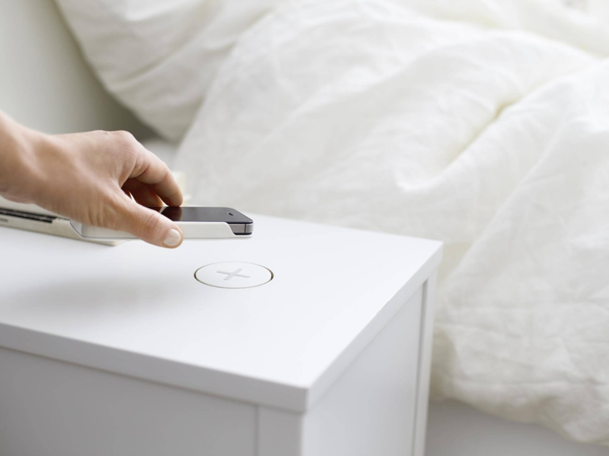 Selbst Ikea-Tische können Smartphones bereits kabellos aufladen.