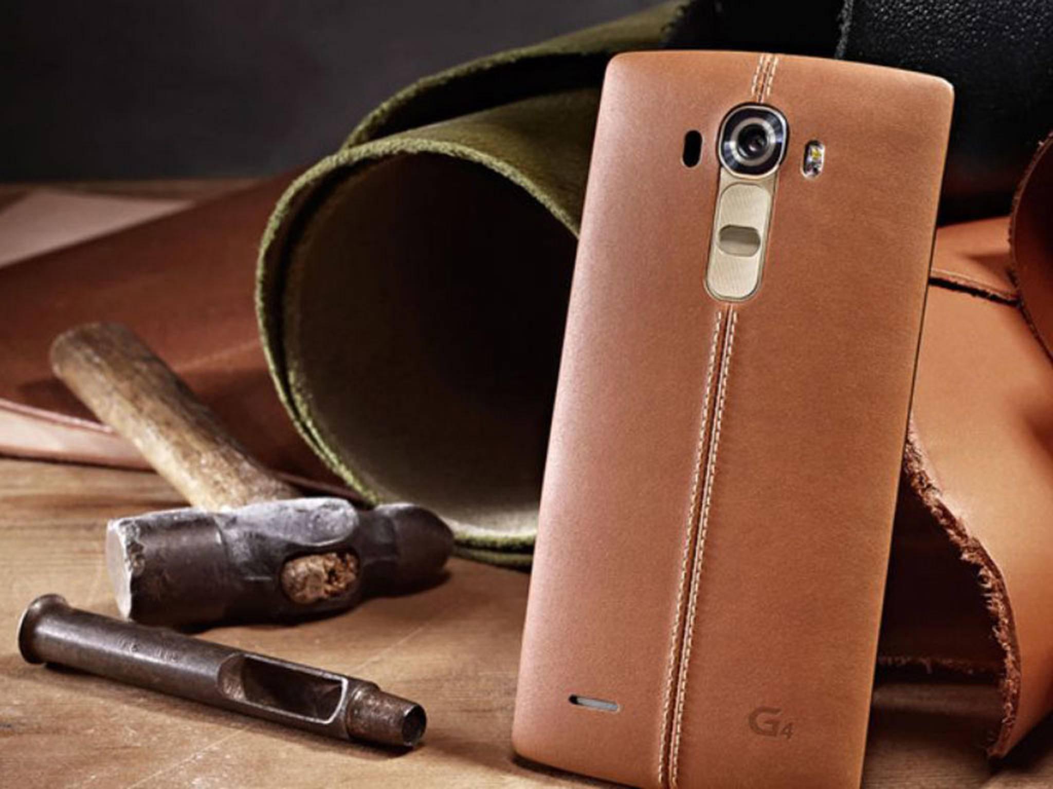 Das LG G4 zieht mit seinem Lederrücken die Blicke auf sich.