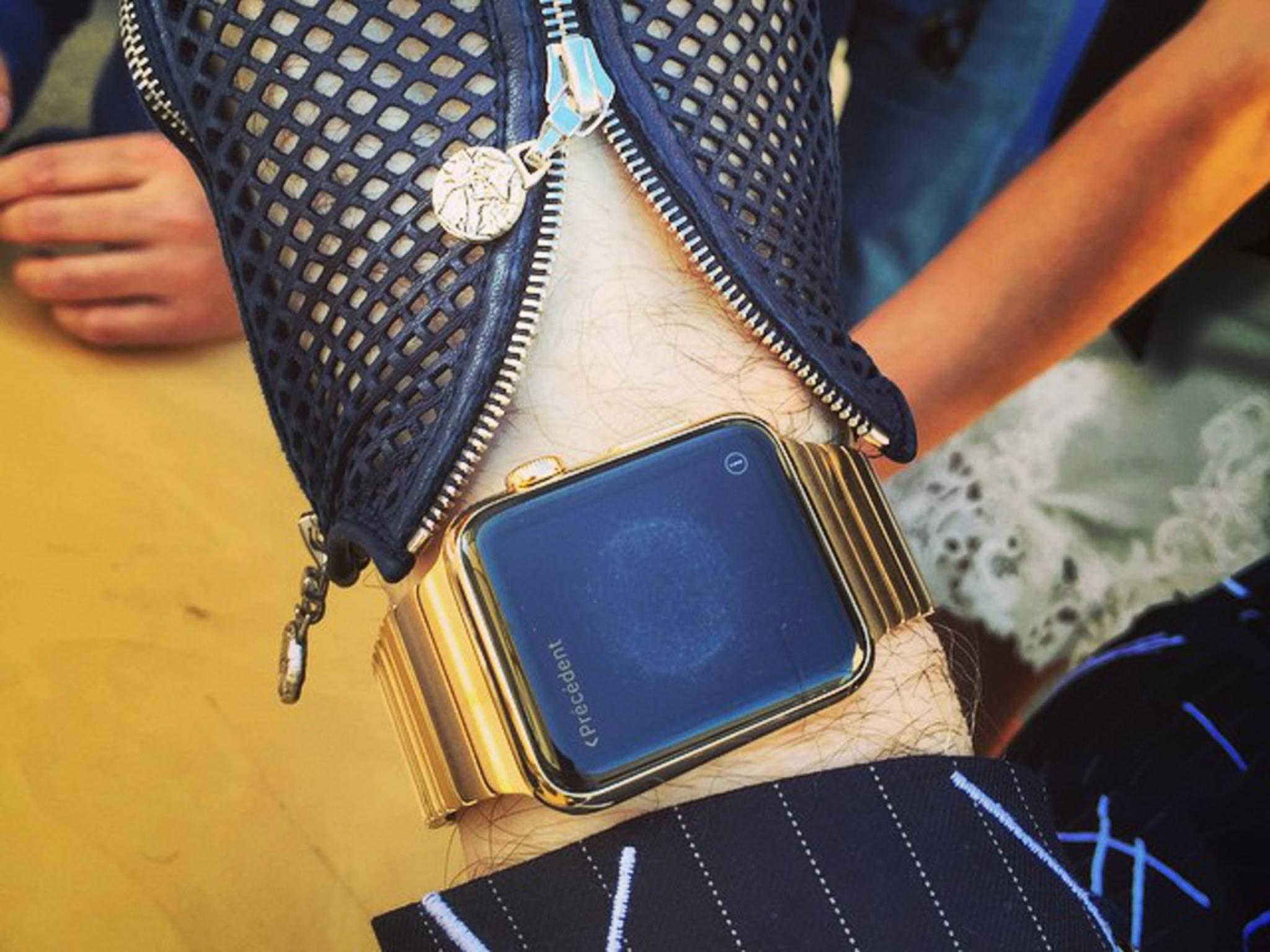 Die Uhr von Karl Lagerfeld hat sogar ein besonderes Armband.