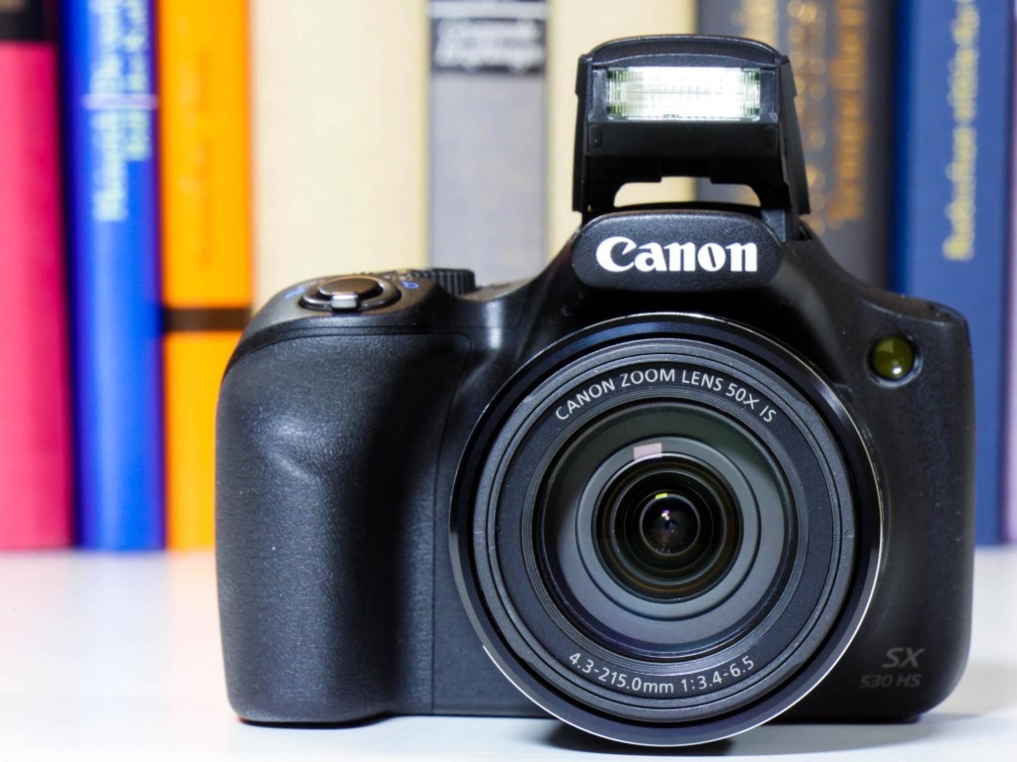 Sie zoomt und zoomt und zoomt: die Canon PowerShot SX530 HS.