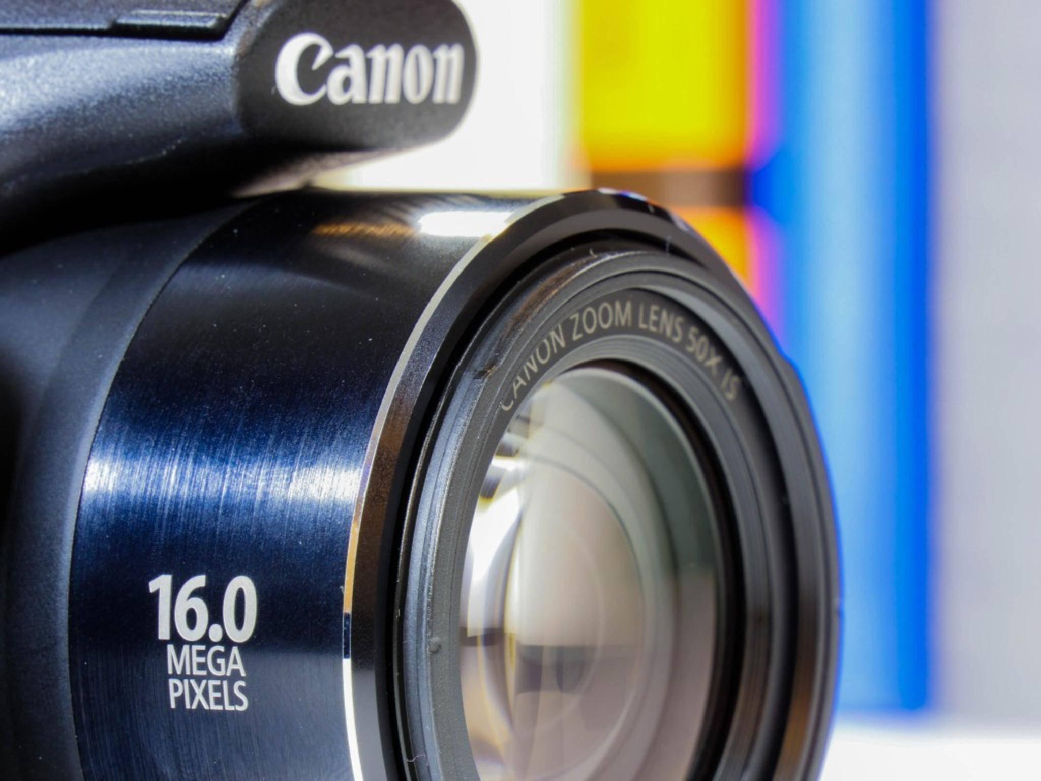 Die Brennweite der Optik entspricht einem Kleinbild-Pendant von 24 bis 1200 Millimetern.