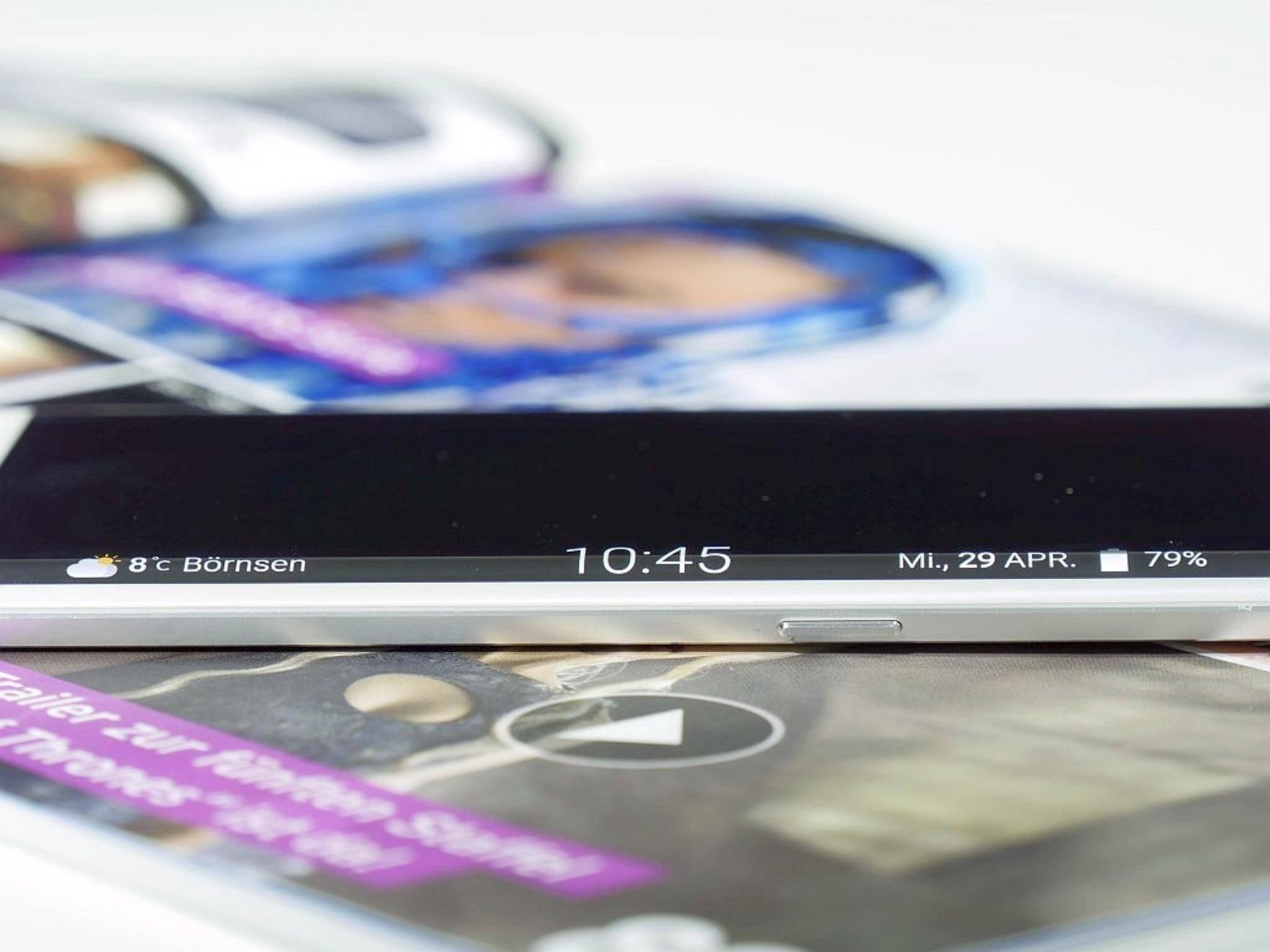 Der Seitenbildschirm kann auch die Uhrzeit anzeigen.