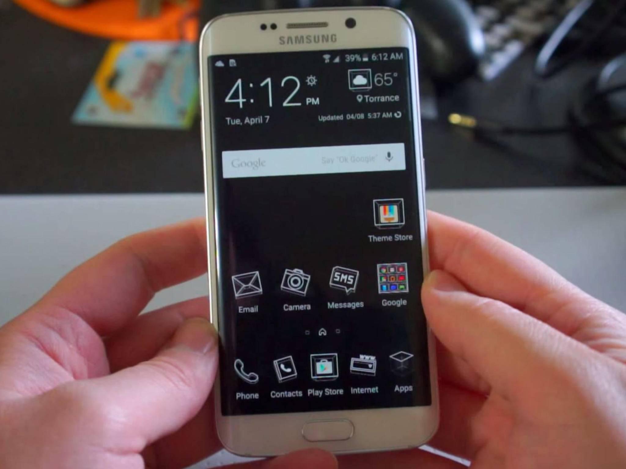 Das Dark Theme beim Samsung Galaxy S6.