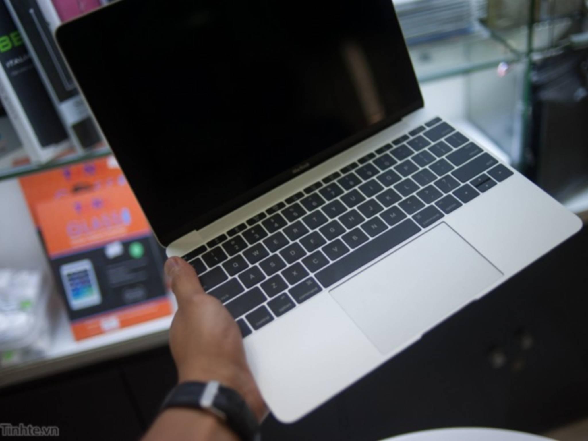 Frisch aus der Verpackung: Das neue MacBook Retina.