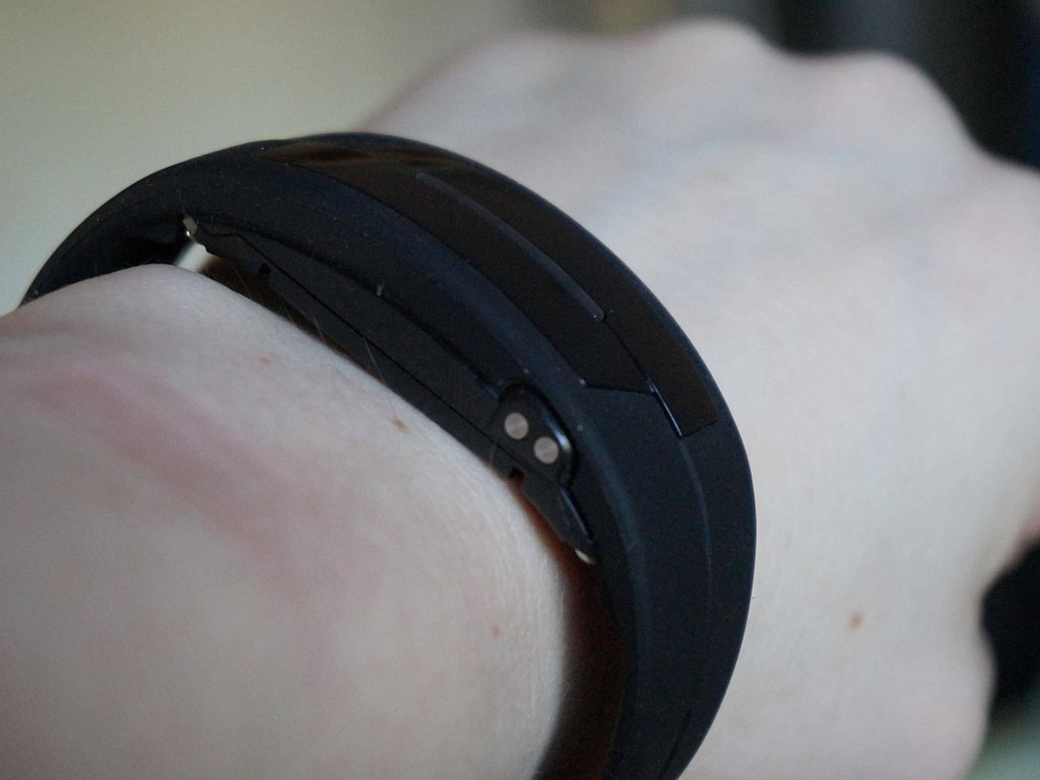 Das Armband fällt etwas größer als das des Charge HR aus.
