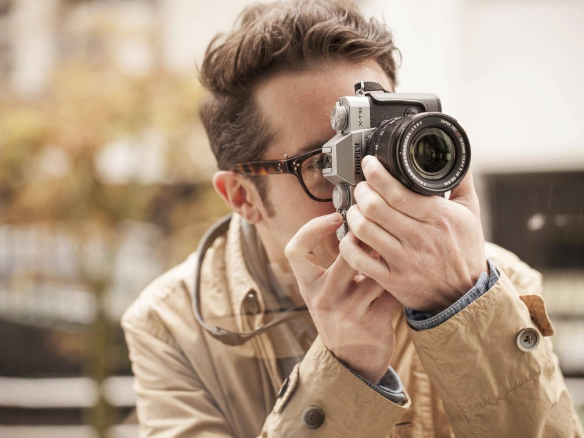 Die Fujifilm X-T10 ist eine günstigere Alternative zum X-T1-Flaggschiff.