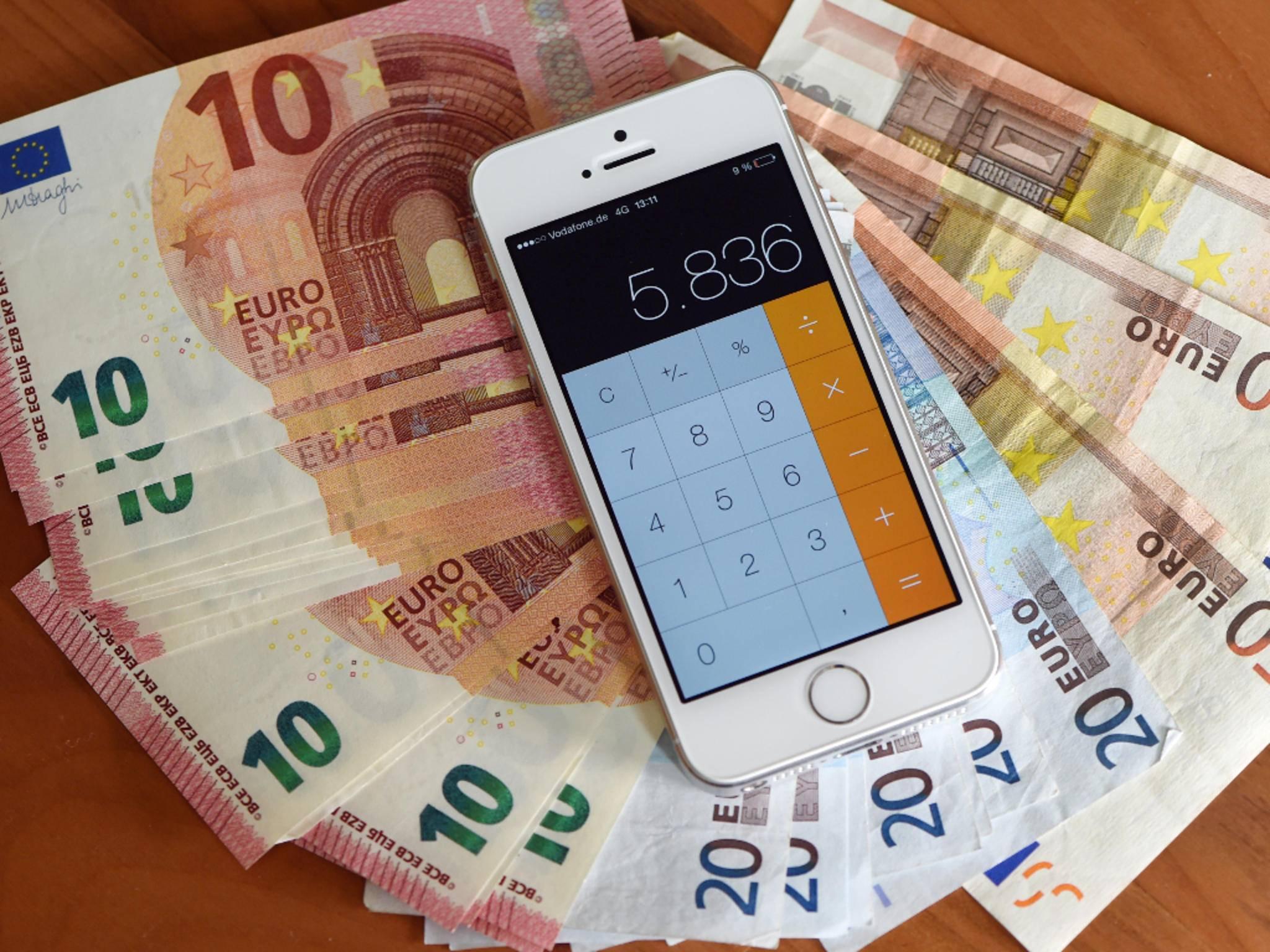 Mit manchen Smartphone-Apps kannst Du bares Geld sparen.