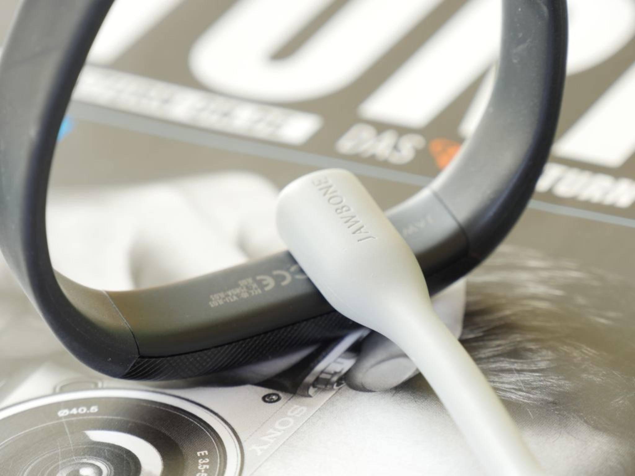 Magnete stellen die Verbindung zwischen Armband- und Kabel her.
