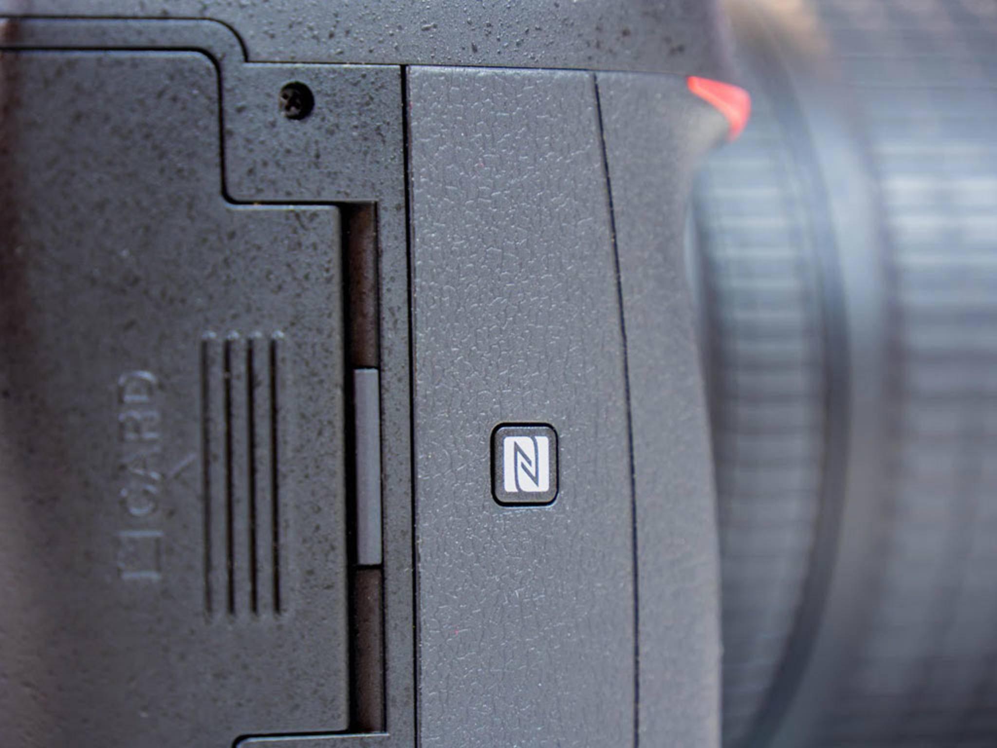 Die NFC-Antenne befindet sich im Griff, was an diesem Symbol zu erkennen ist.
