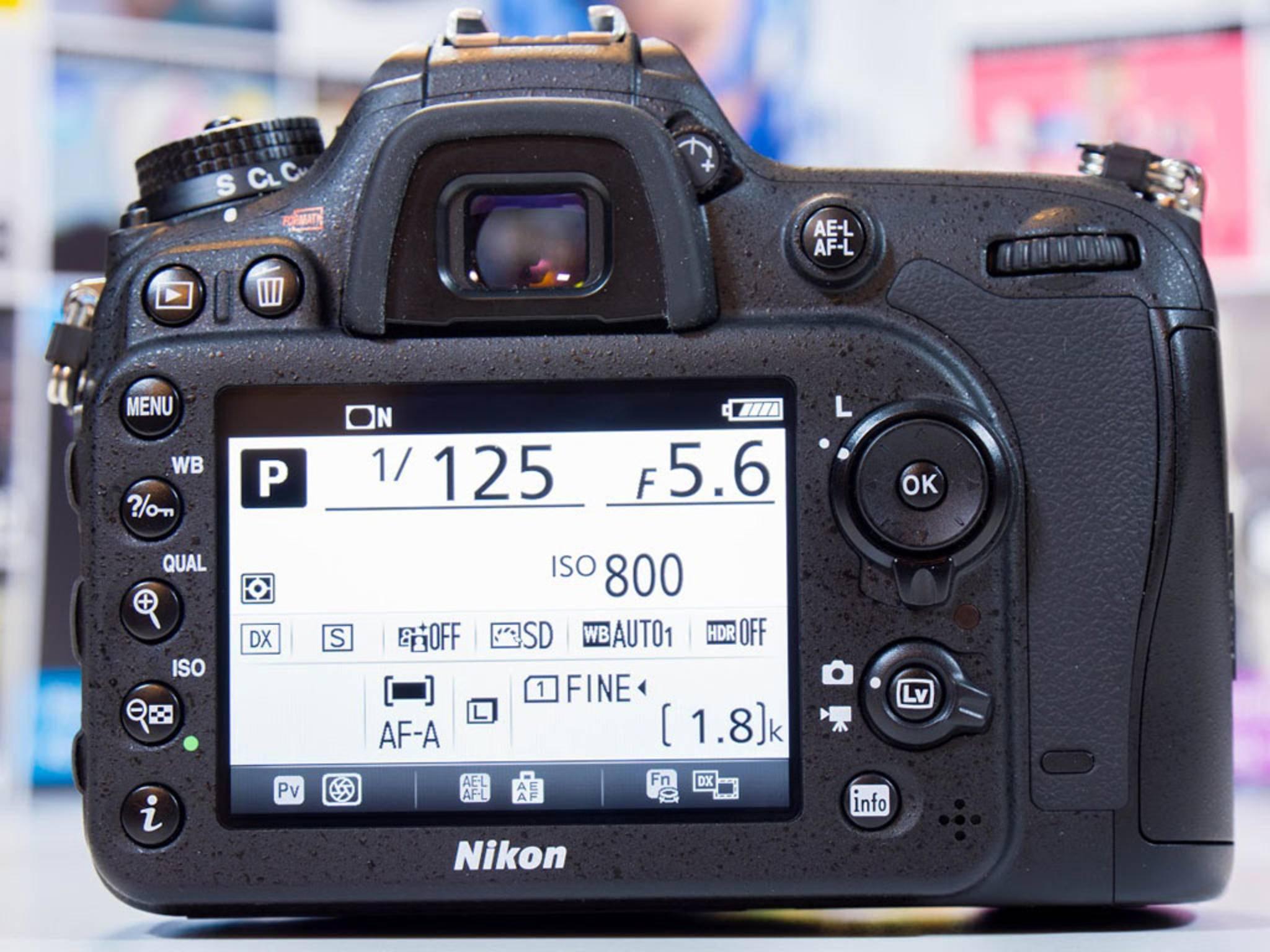Auf dem Display lassen sich die aktuellen Kameradaten darstellen.