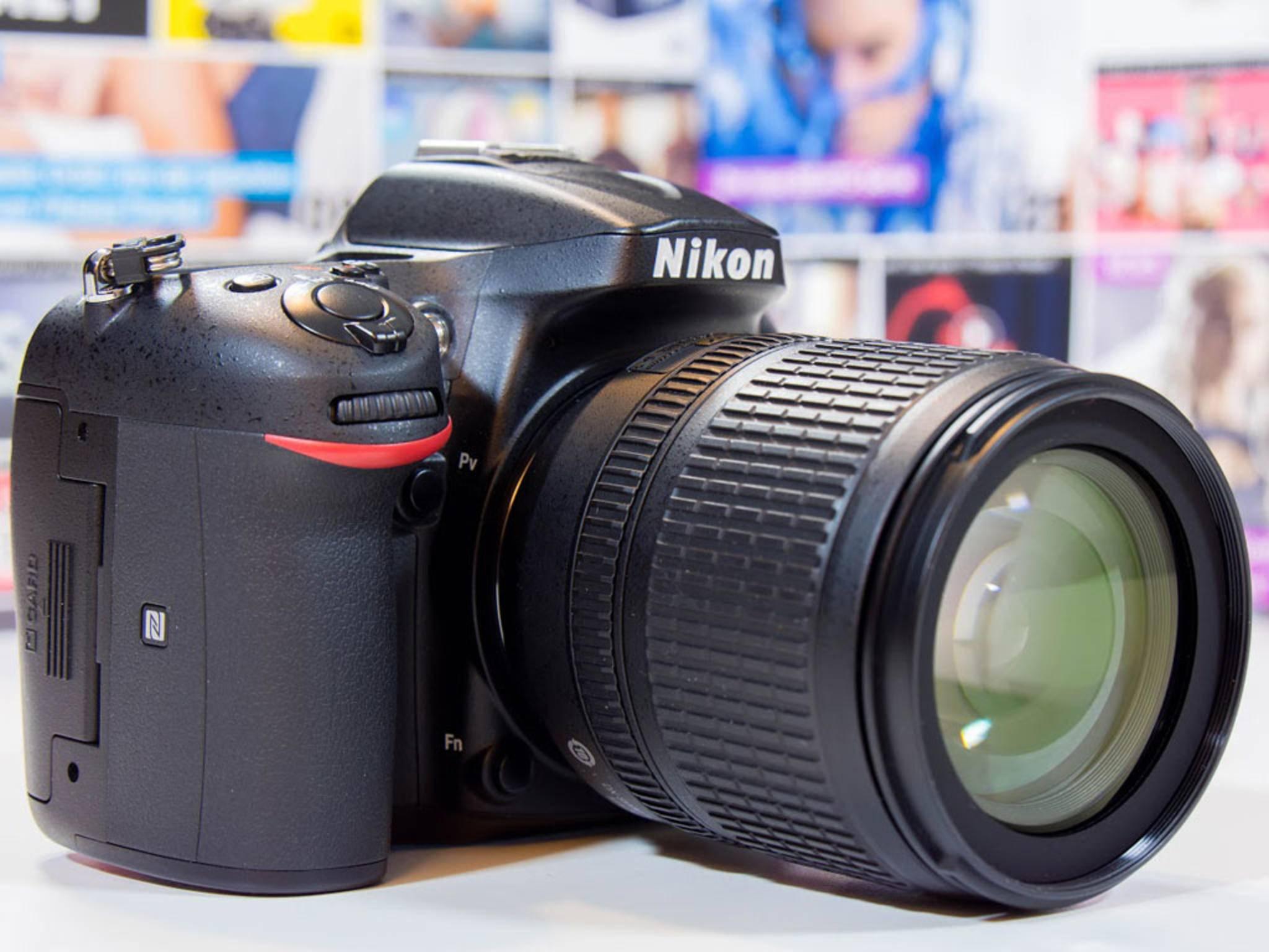 Die Nikon D7200 unterscheidet sich von den Vorgängern äußerlich nur wenig.