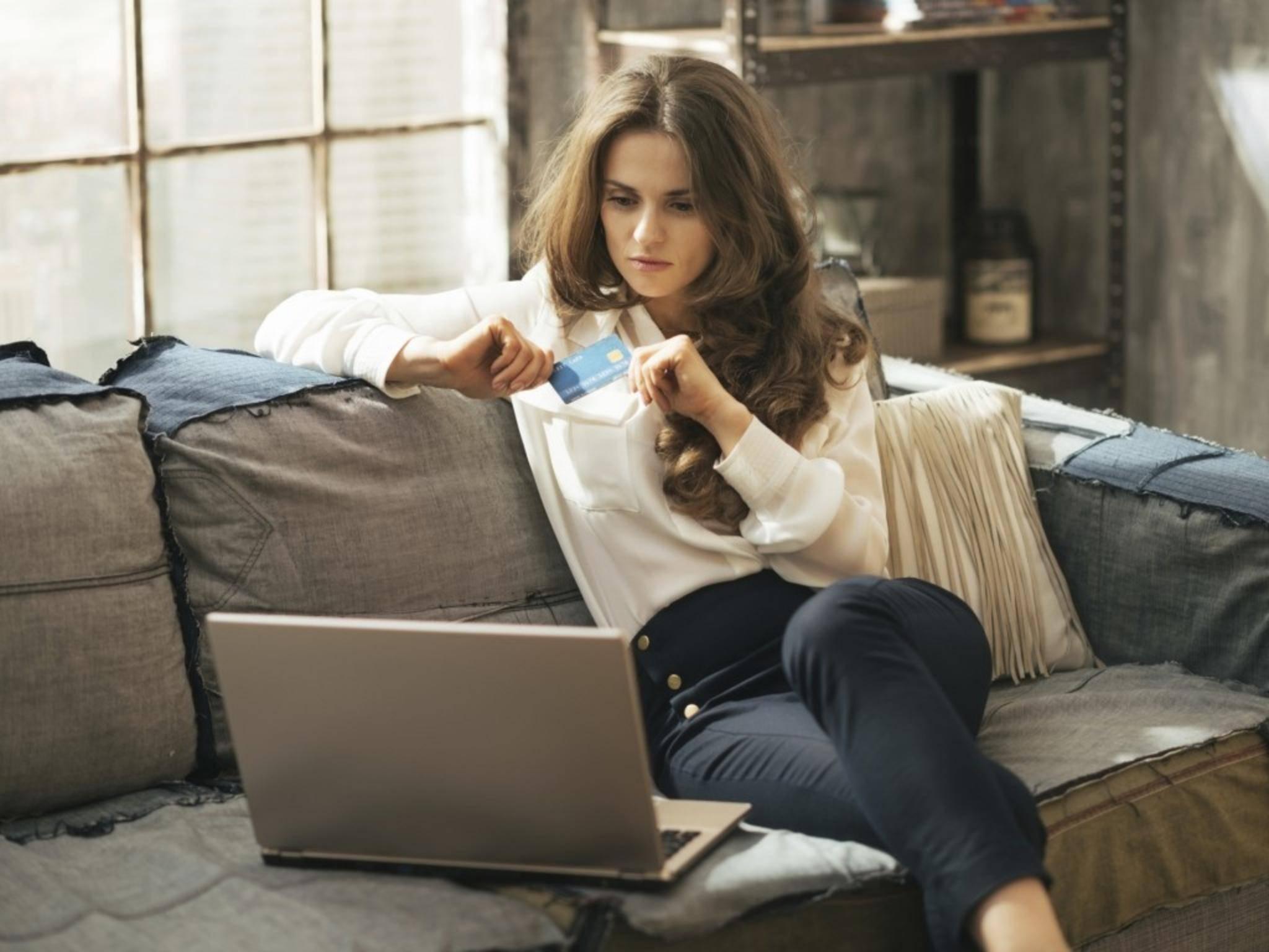 Bevor Du die Kreditkarte zückst, lohnt sich ein Blick auf Gütesiegel des Online-Shops.