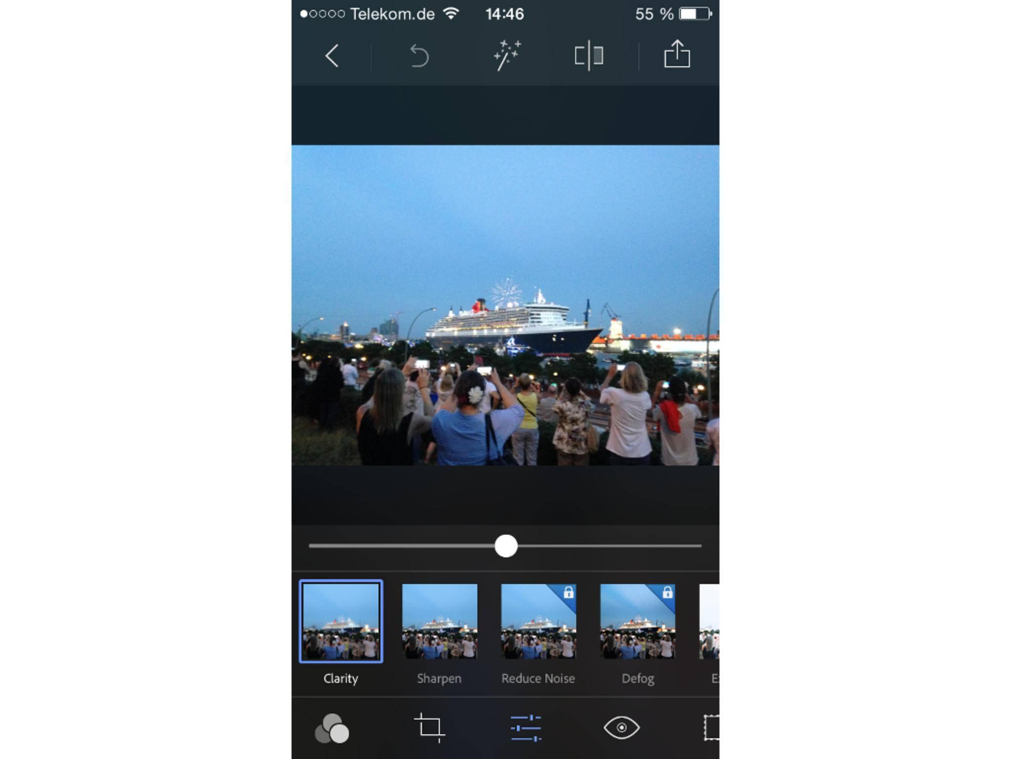 Das Schärfen läuft in Adobe Photoshop Express über das Icon mit den drei Linien.