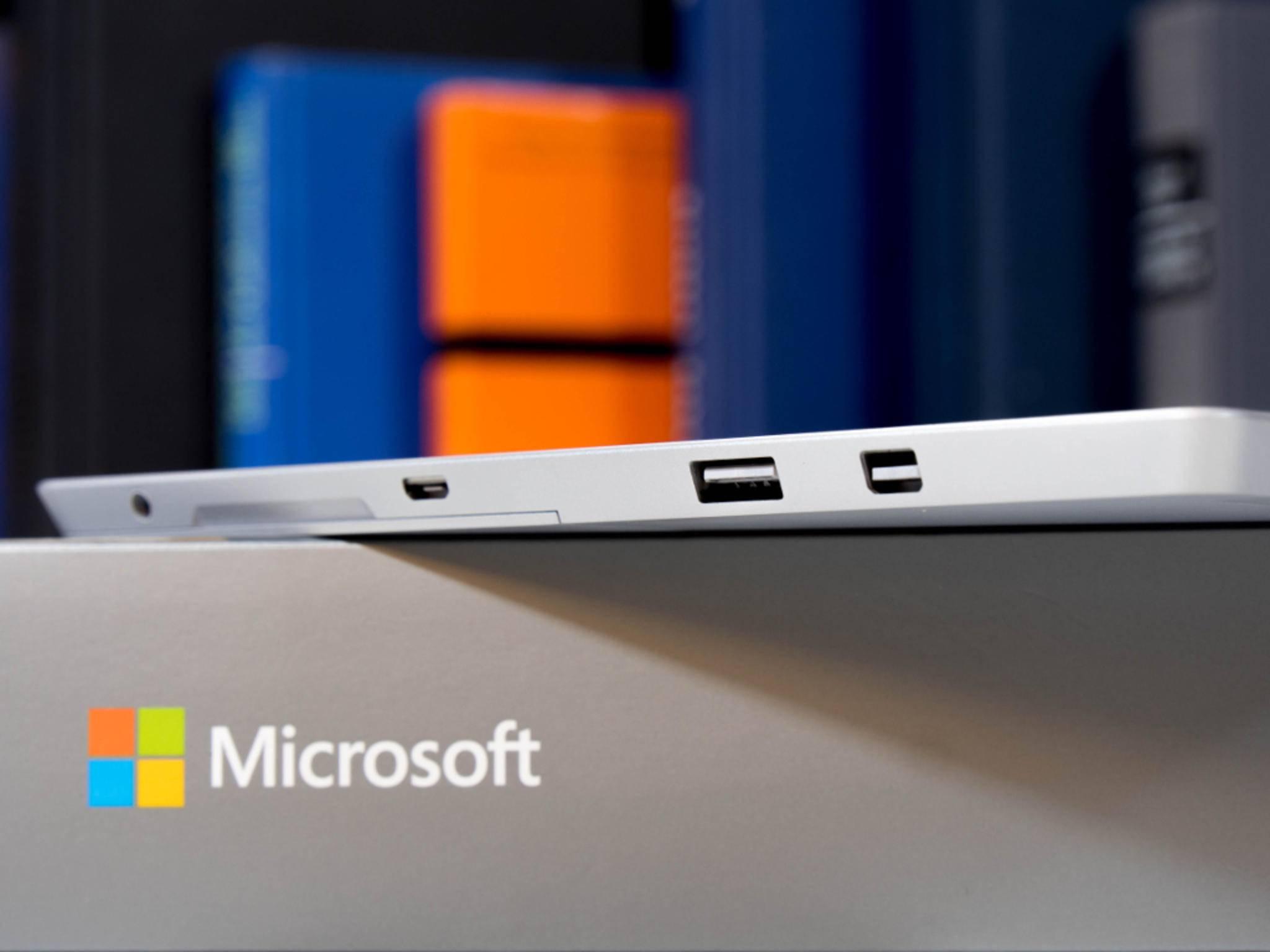 Das Gerät hat unter anderem einen Mini-Display-Port, Micro-USB und Micro-SD.