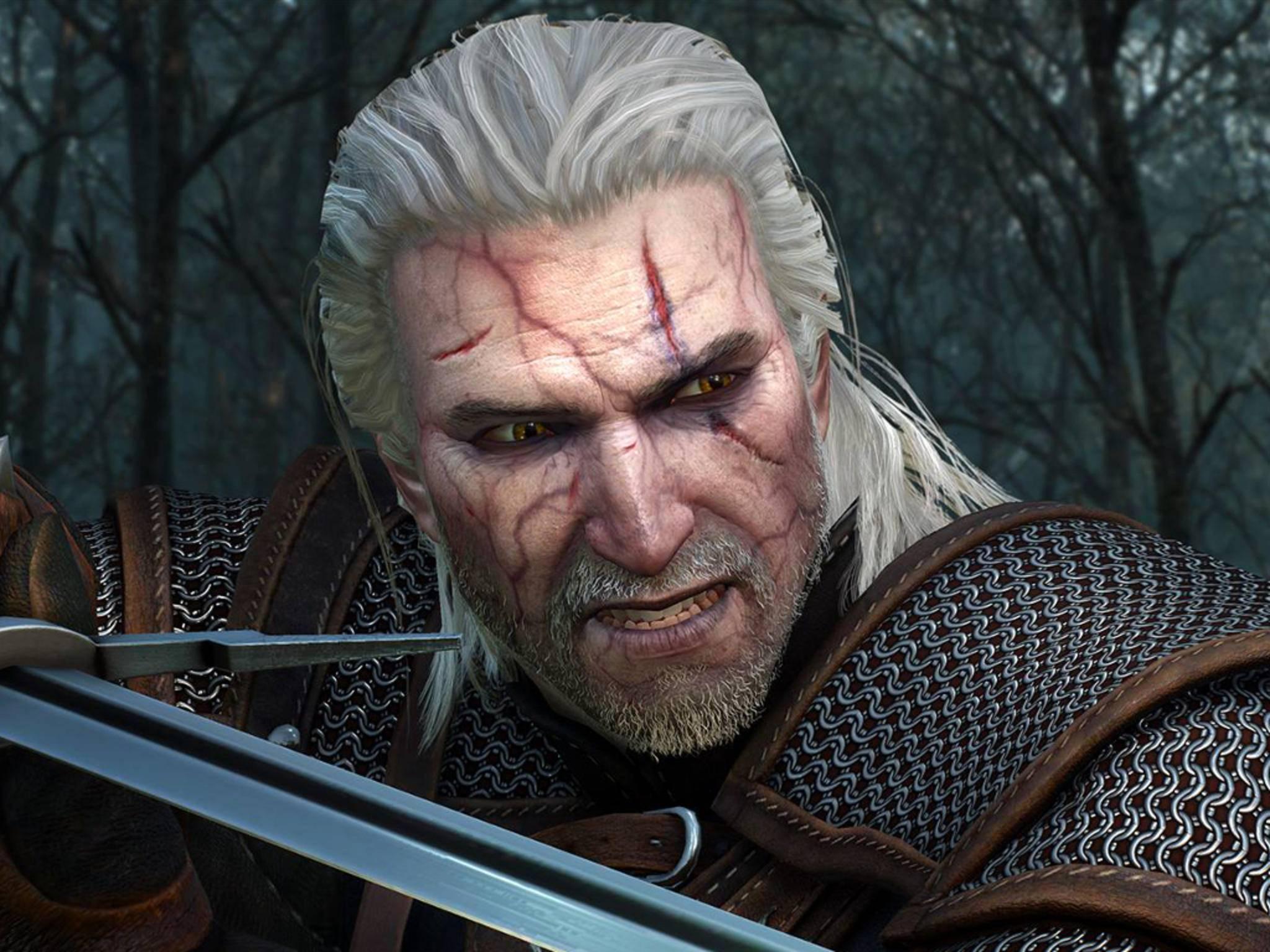 """Weiße Haare, Narben im Gesicht und immer eine scharfe Waffe griffbereit: so tritt Hexer Geralt von Riva in """"The Witcher"""" auf."""
