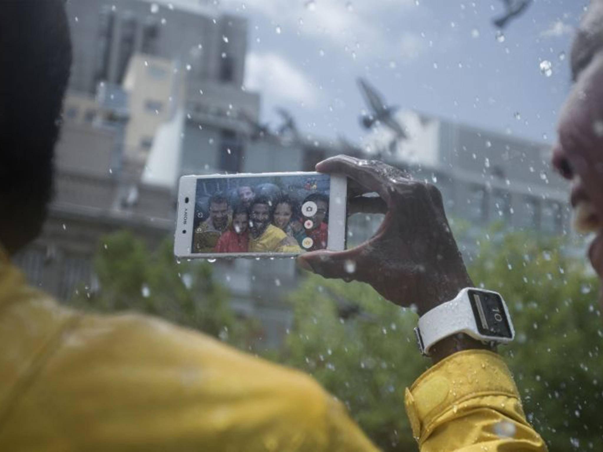 Die Smartphones Xperia Z4 und Z3+ sollen sehr schnell heiß laufen.