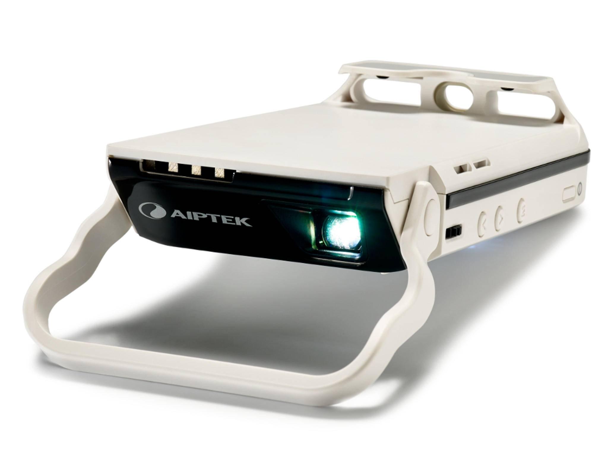 Mit dem Mini-Projektor von Aiptek wird das iPhone 6 zum Beamer.