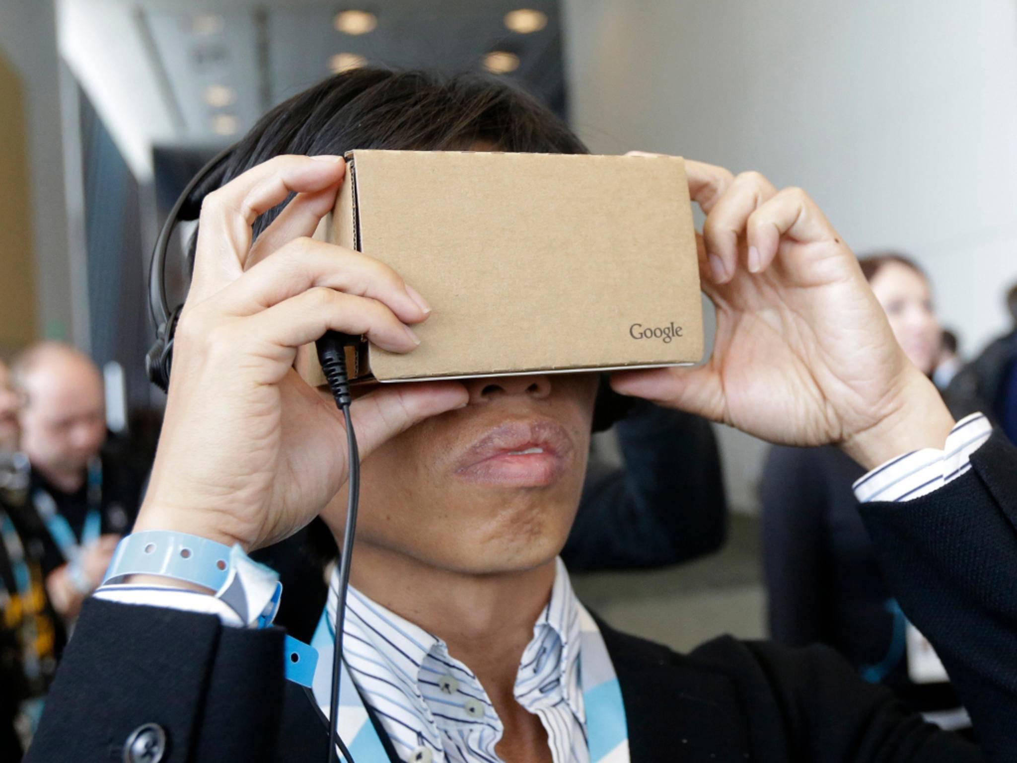 Per Pappbrille und App sind spannende VR-Einblicke möglich.