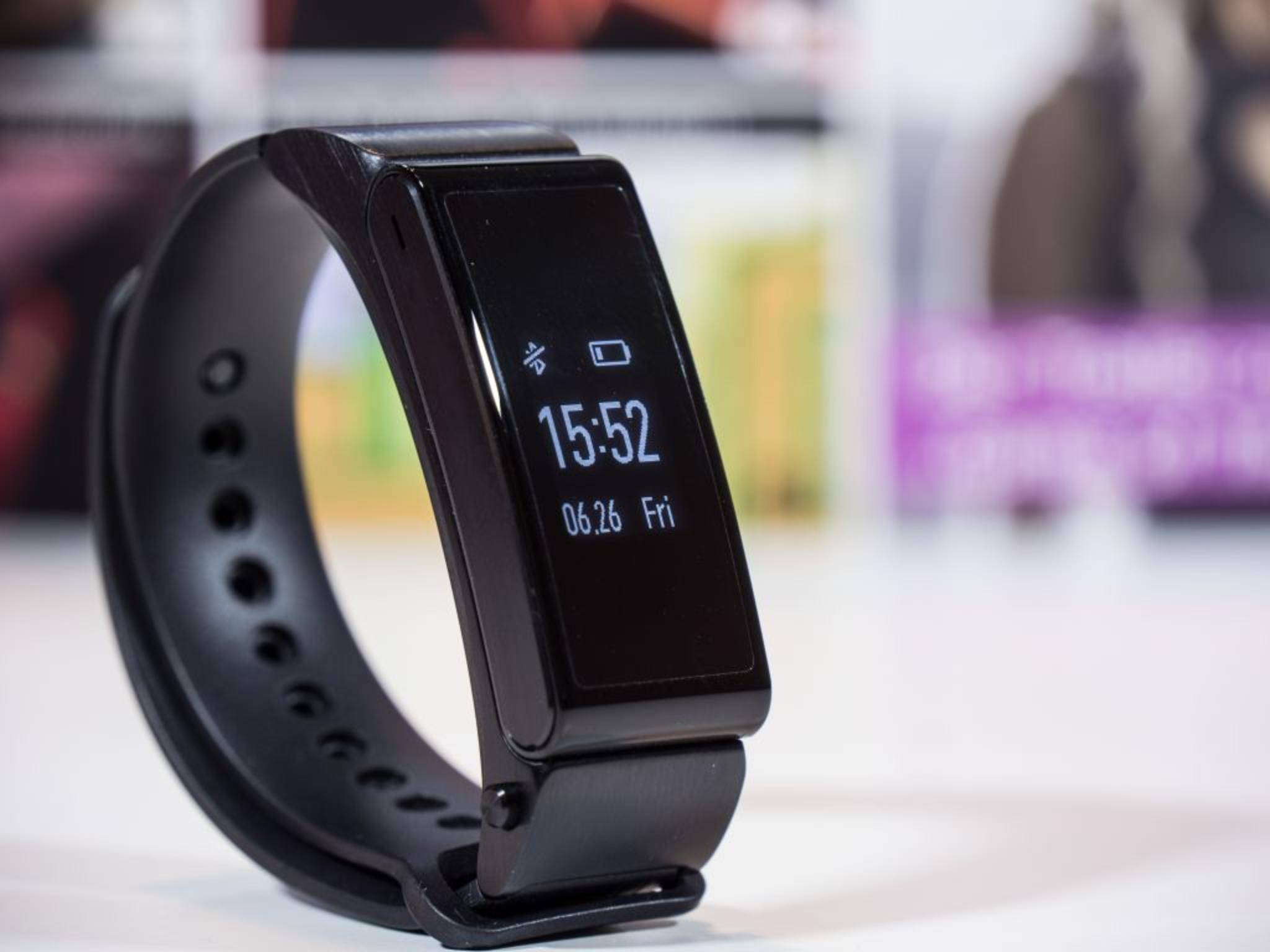 Zum Tracken und Telefonieren: das Huawei TalkBand B2.