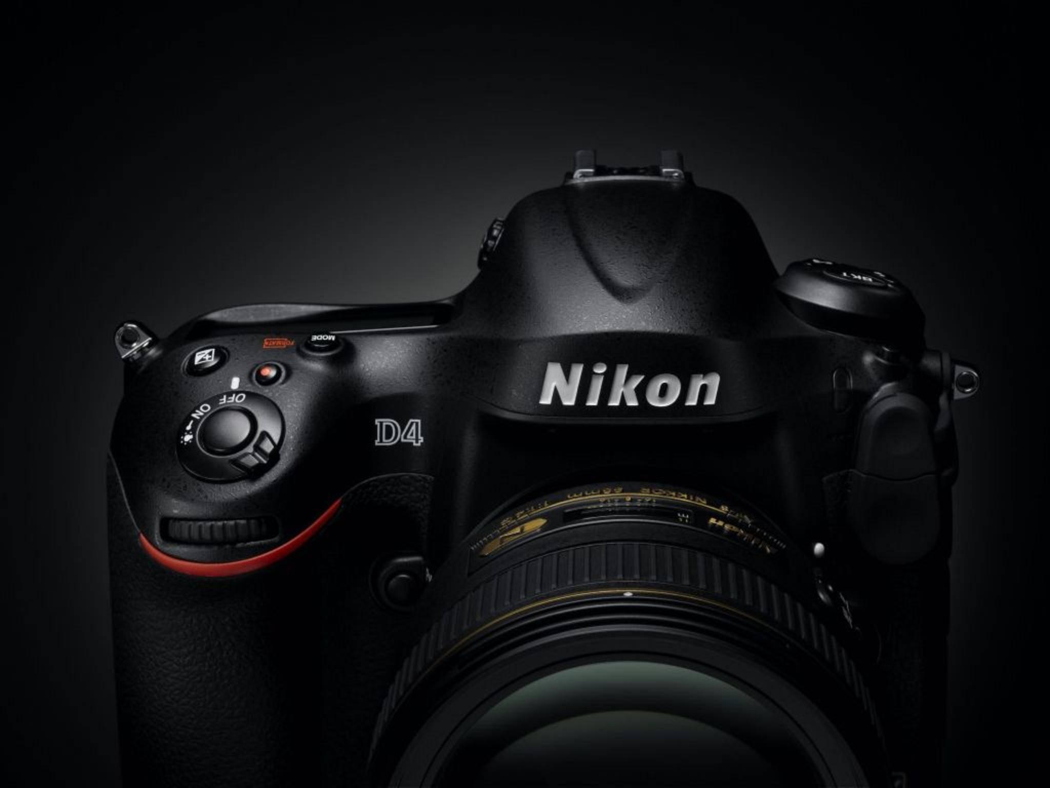 Im Vergleich zur D4 zeigt die Nikon D5 ein leicht verändertes Button-Design.