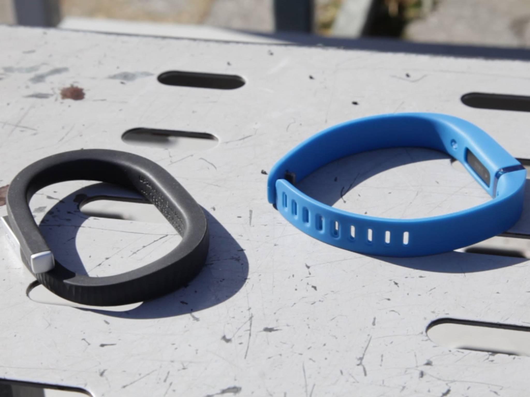 """""""Jawbone vs. Fitbit"""" heißt es nicht nur in zahlreichen Testberichten, sondern auch vor Gericht."""