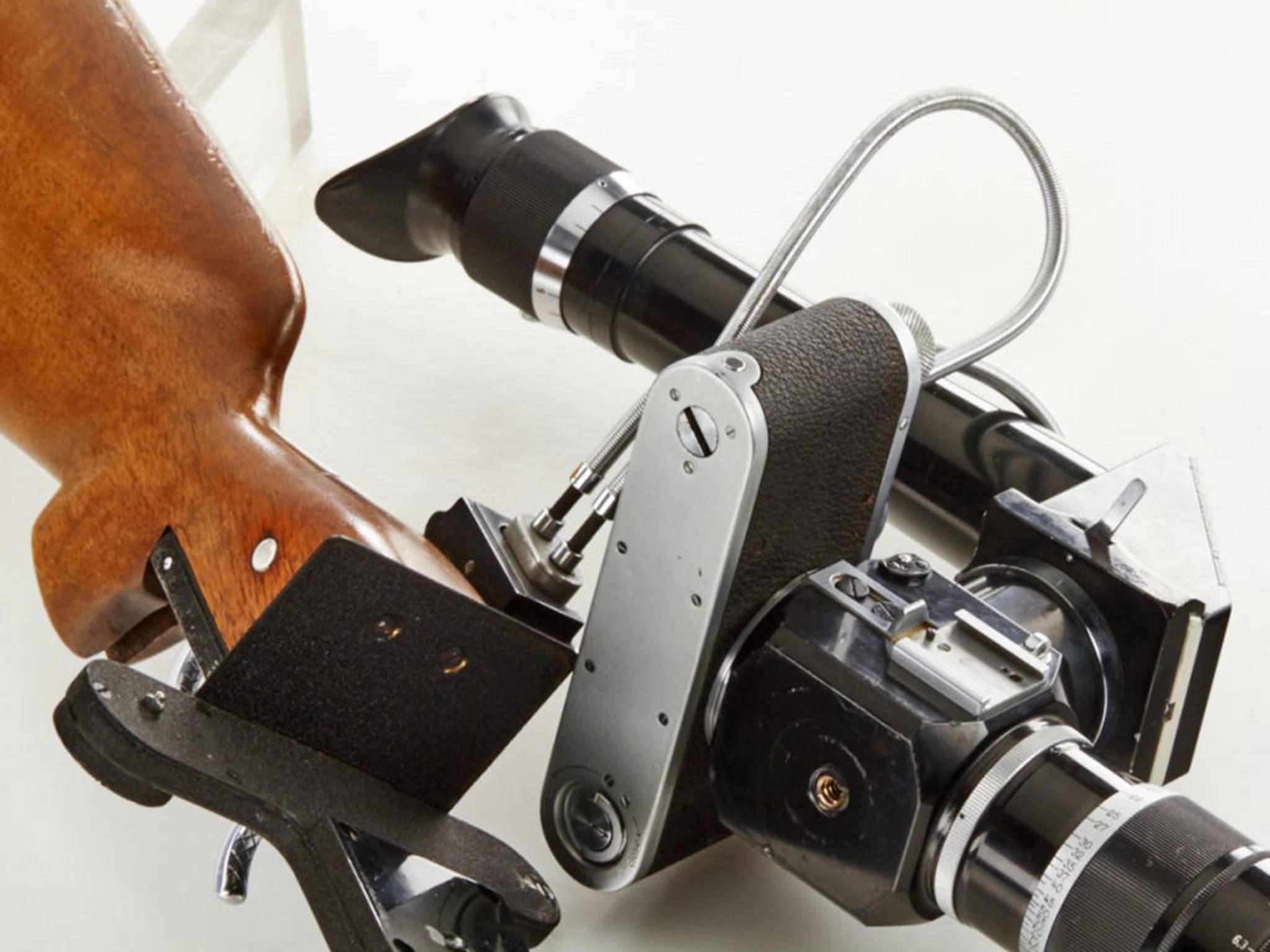 Die Kamera wird auf den Schaft montiert ...