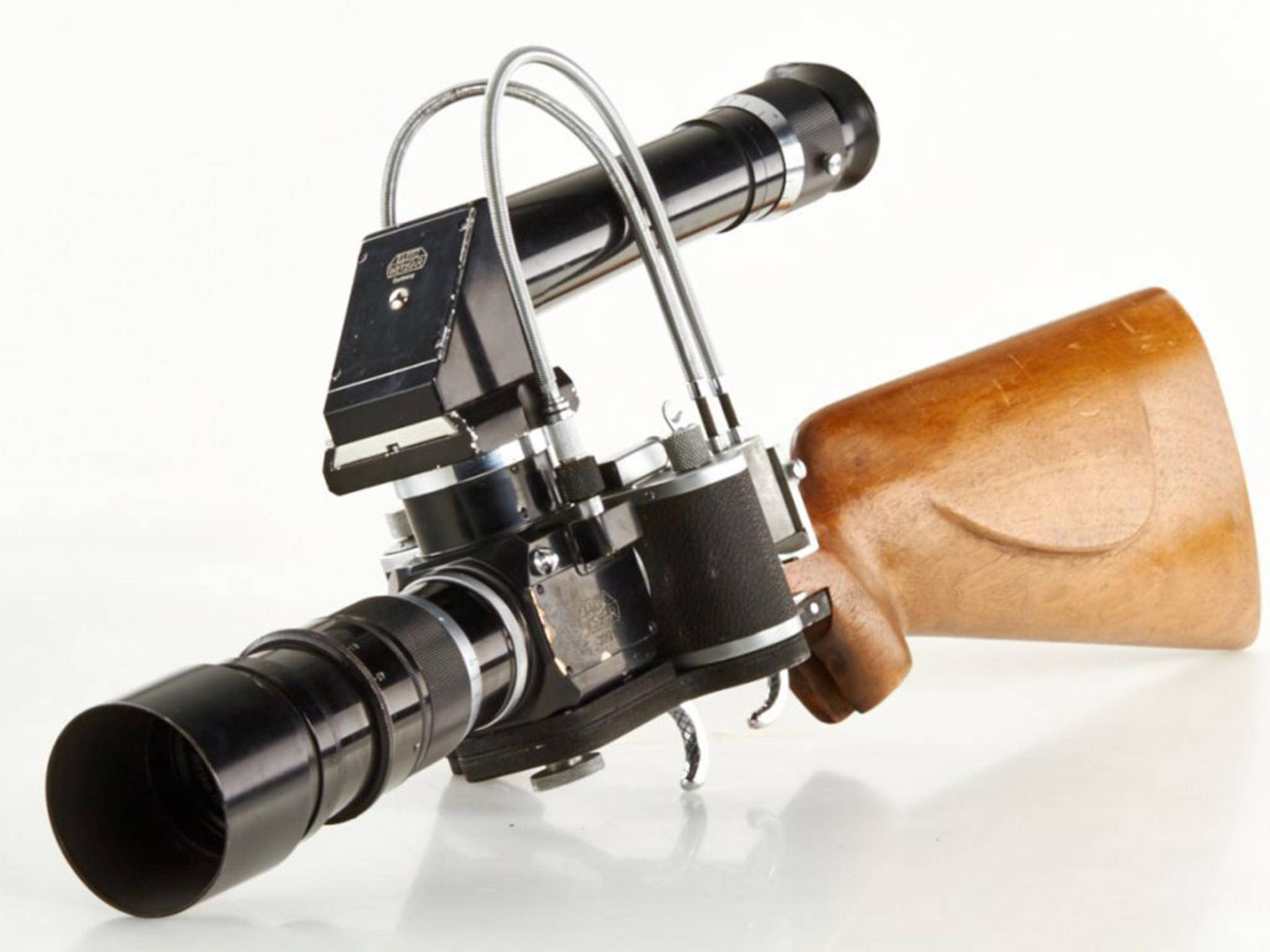 Das Leica Foto-Gewehr hat natürlich auch ein langes Zielfernrohr als Okular.