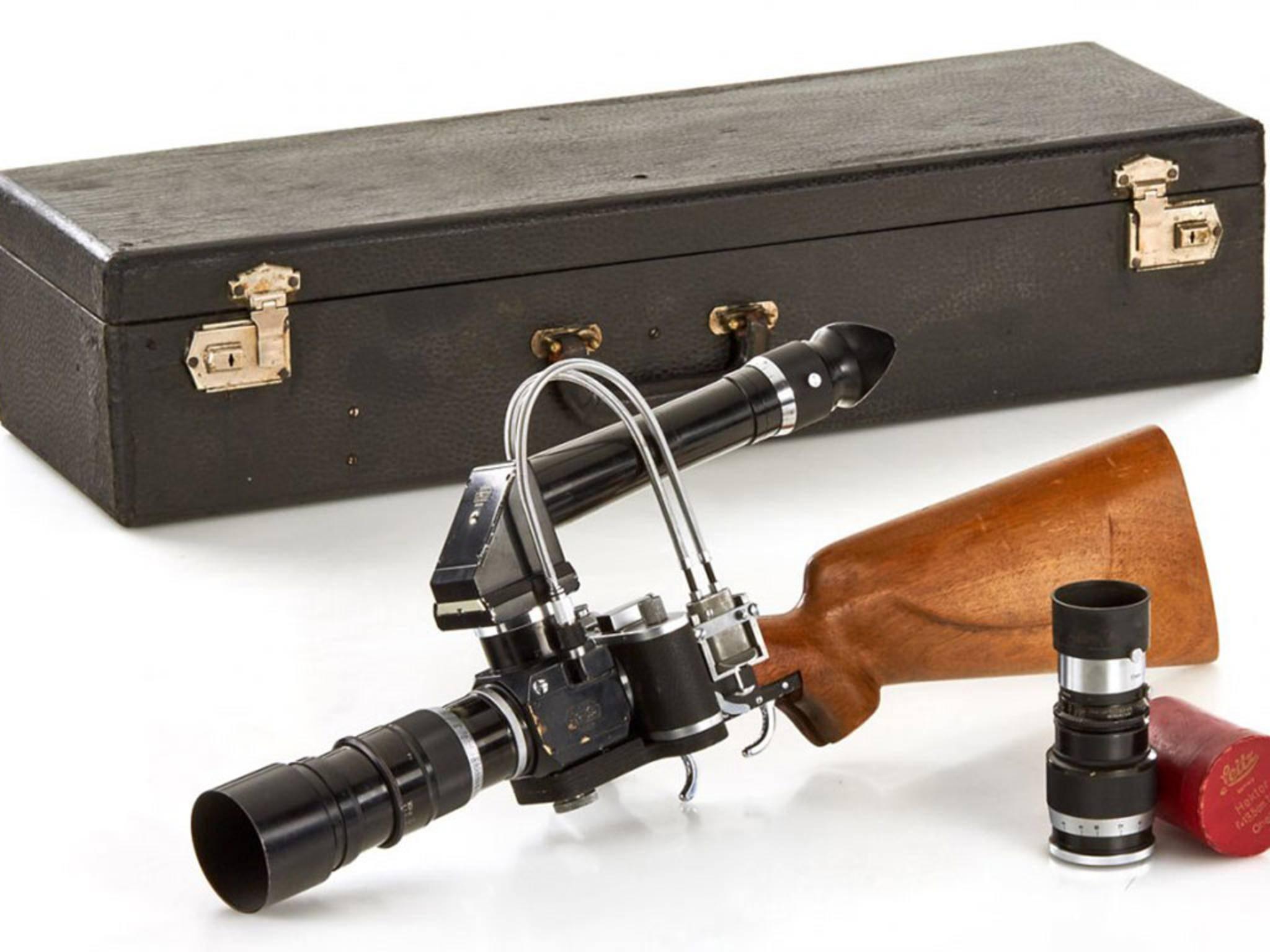 Komplett ausgestattet: Mit der Leica Foto-Kamera Bilder schießen.