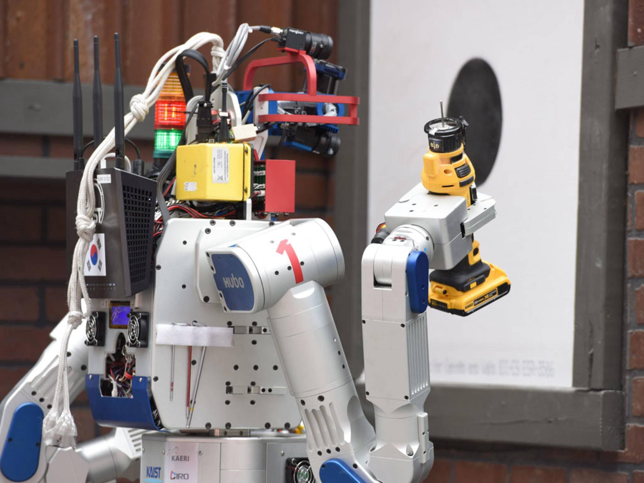 Beim Weltmeisterschaftsparcours der Robotics Challenge müssen die Teilnehmer nicht nur Gegenstände halten, ...