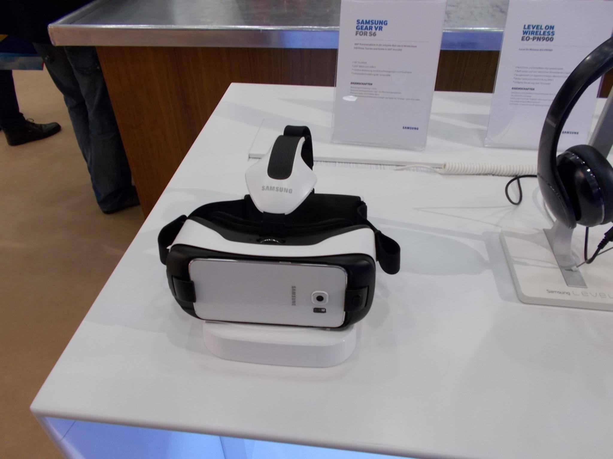 Samsung zeigte die neue Gear VR für das Galaxy S6 Edge.