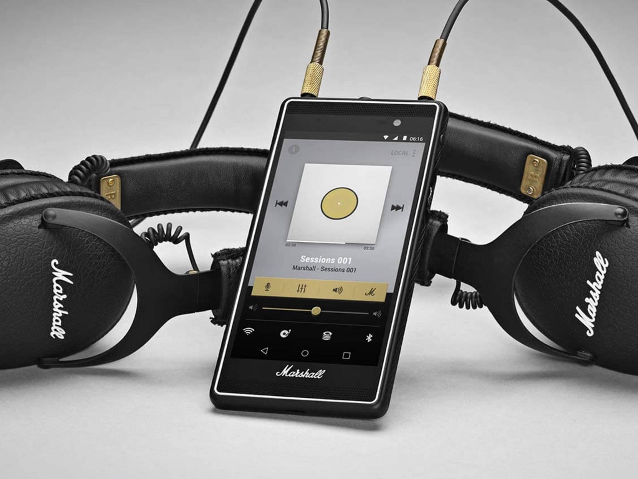 Das Smartphone bietet gleich zwei Audio-Anschlüsse.