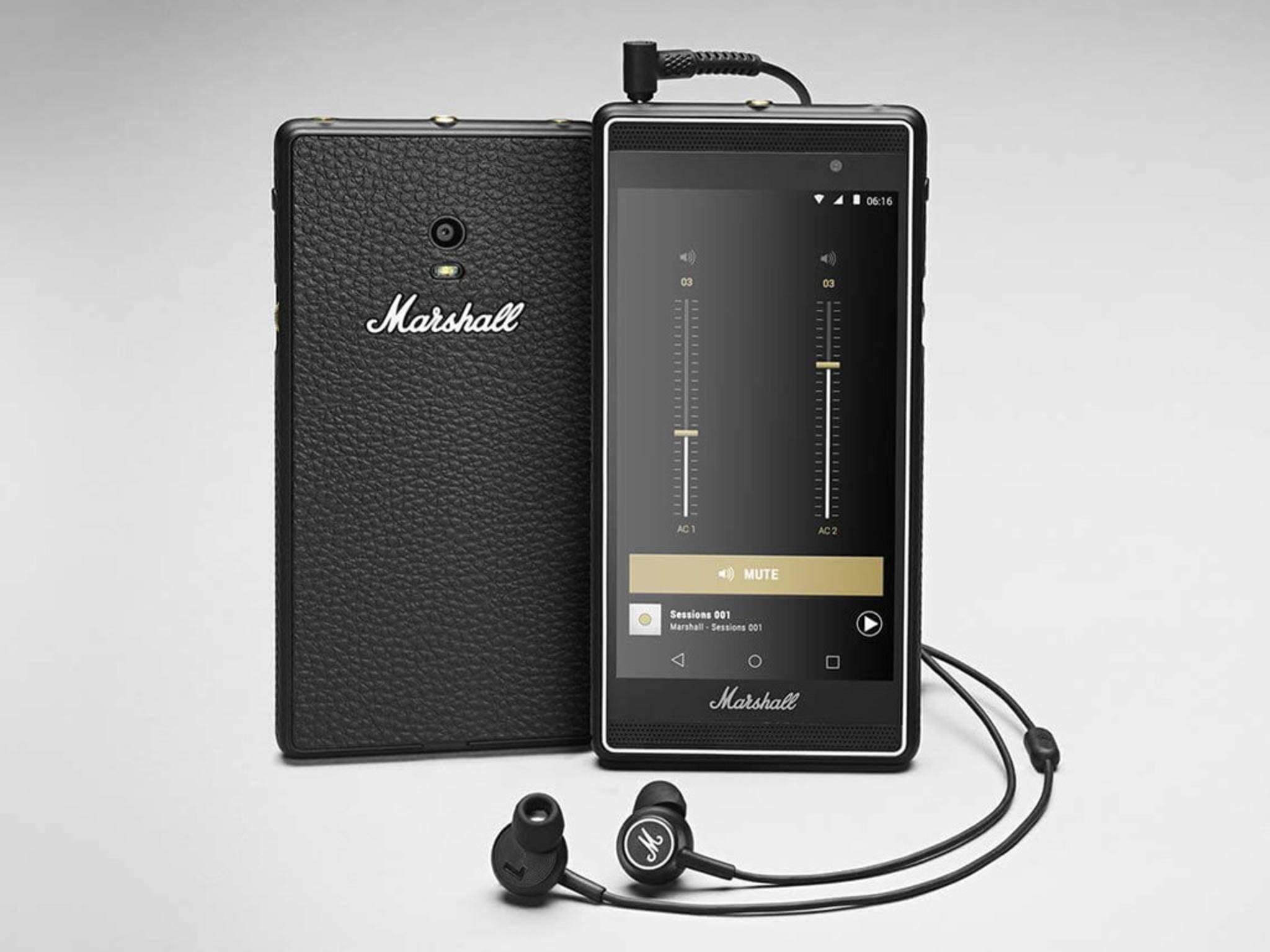 Marshall Headphones komplettiert das Package mit seinen In-Ear-Kopfhörern.
