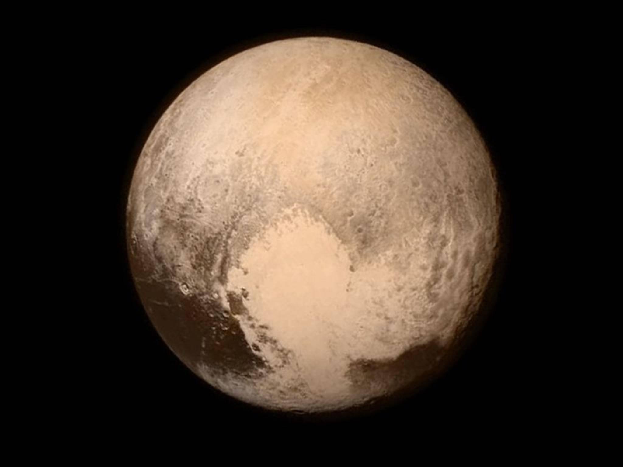 Wow! So haben wir den Zwergplaneten Pluto noch nie gesehen.