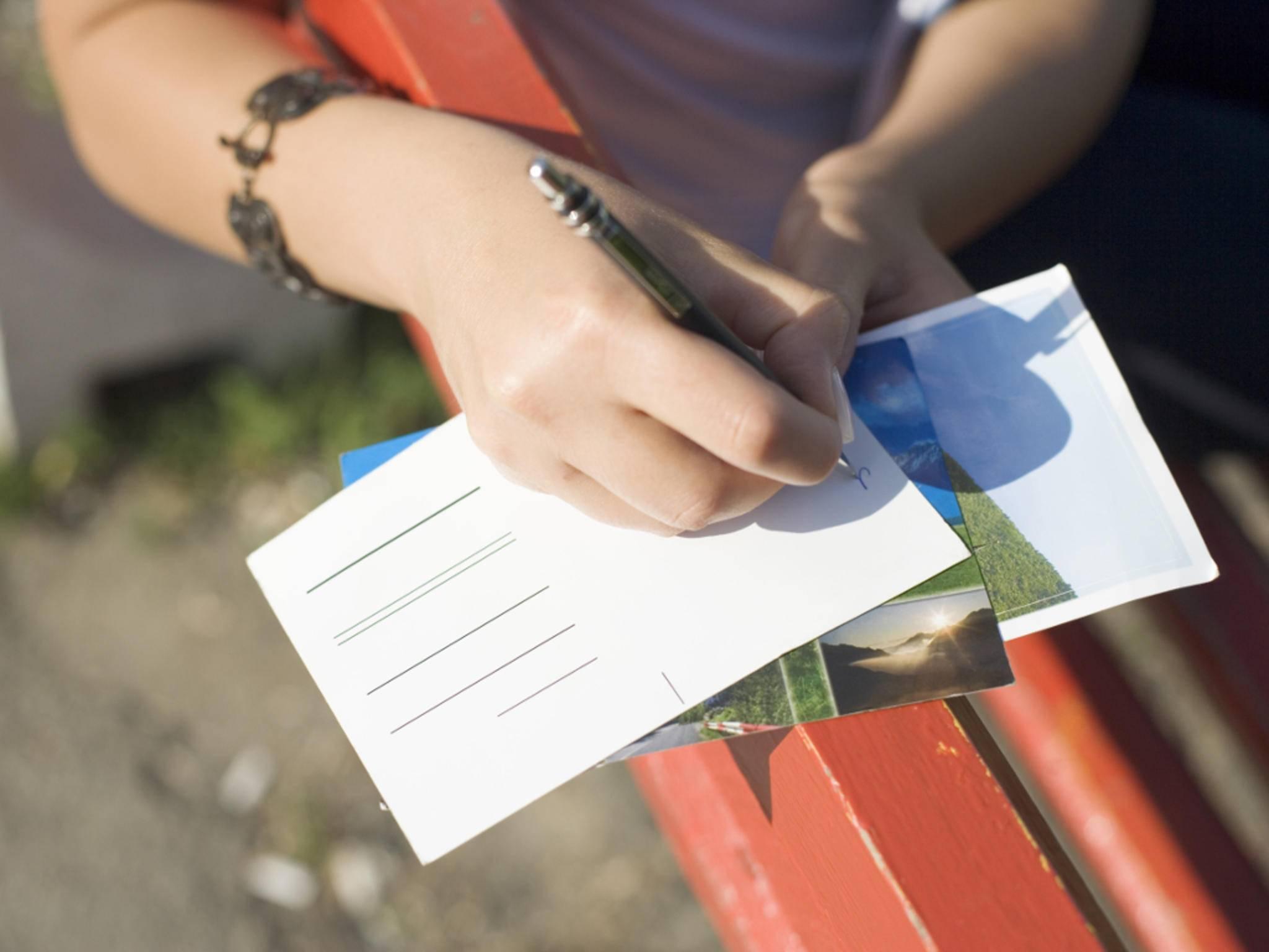 Für den digitalen Versand von Postkarten gibt es mittlerweile jede Menge praktischer Apps.