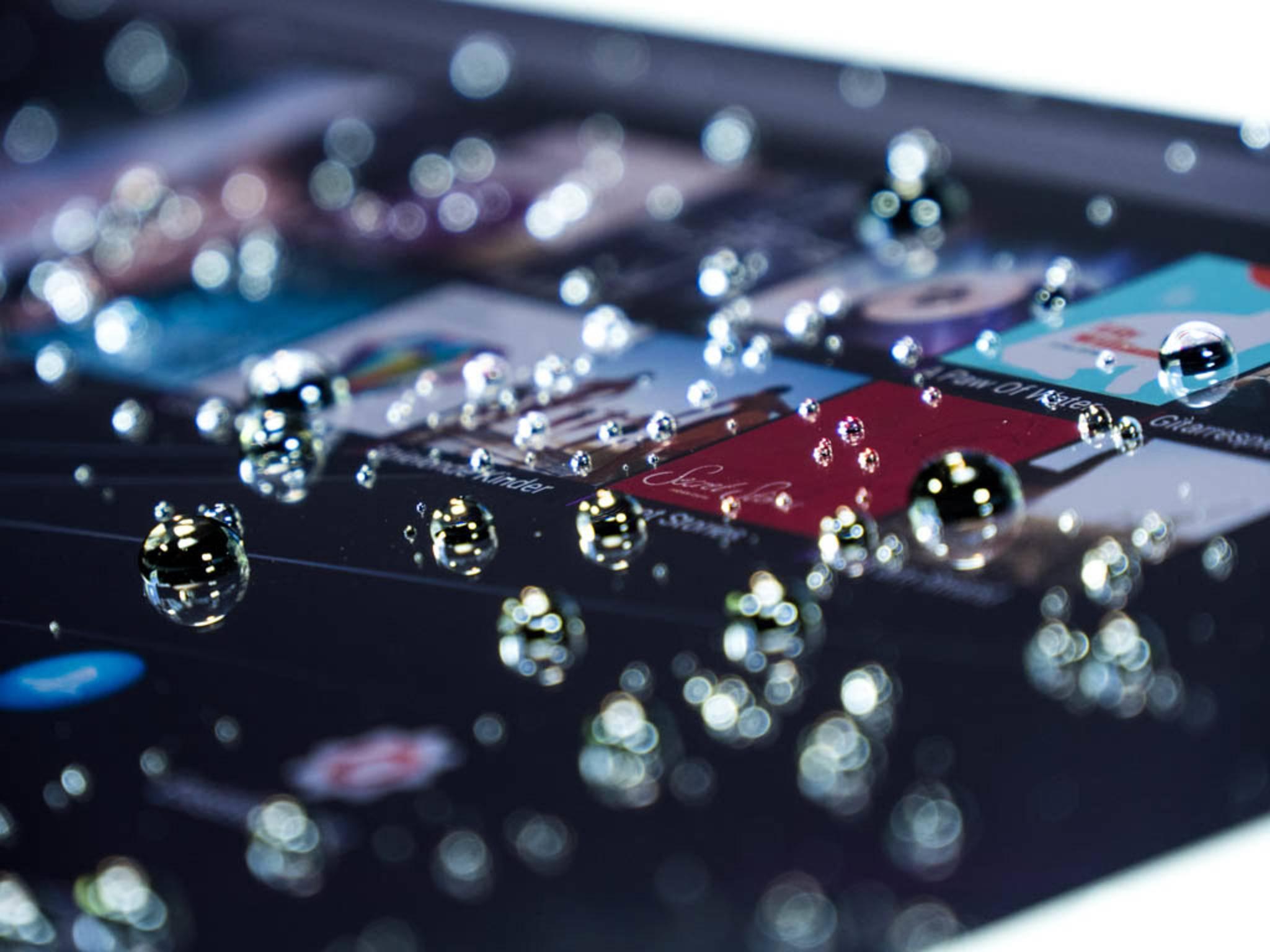 Wasser kann dem Xperia Z4 Tablet nicht so leicht etwas anhaben.