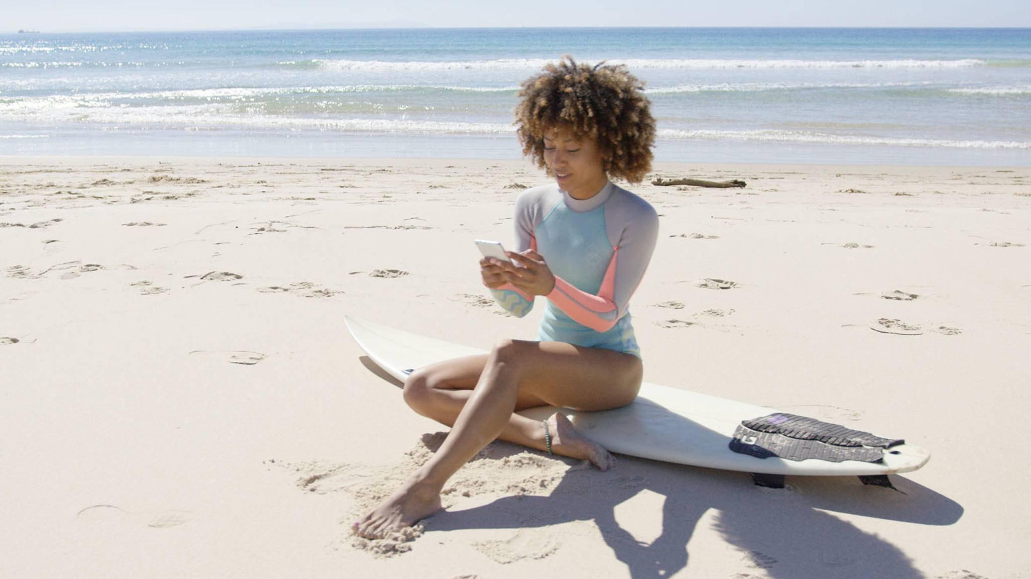 Höhere Wellen gesucht? Mit den richtigen Apps findest Du immer den passenden Strand. Oder Badesee ...