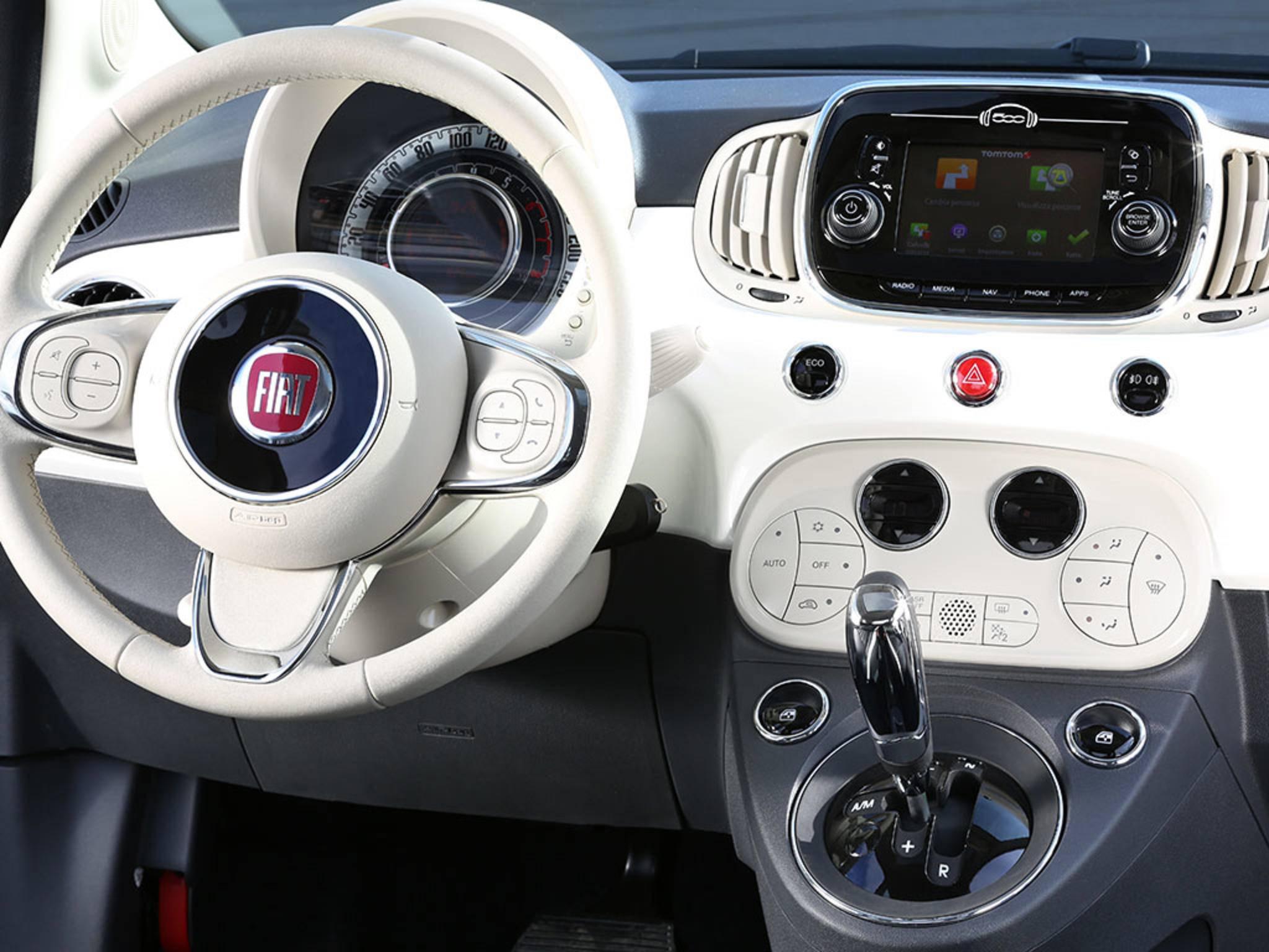 Das Connected Car-System von TomTom in einem Fiat 500.