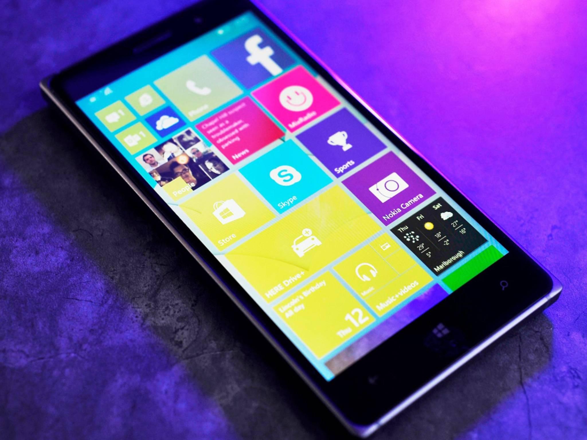 Microsoft Lumia 830 mit Windows 10 Mobile. Ob andere Geräte das Update auch erhalten, ist fraglich.
