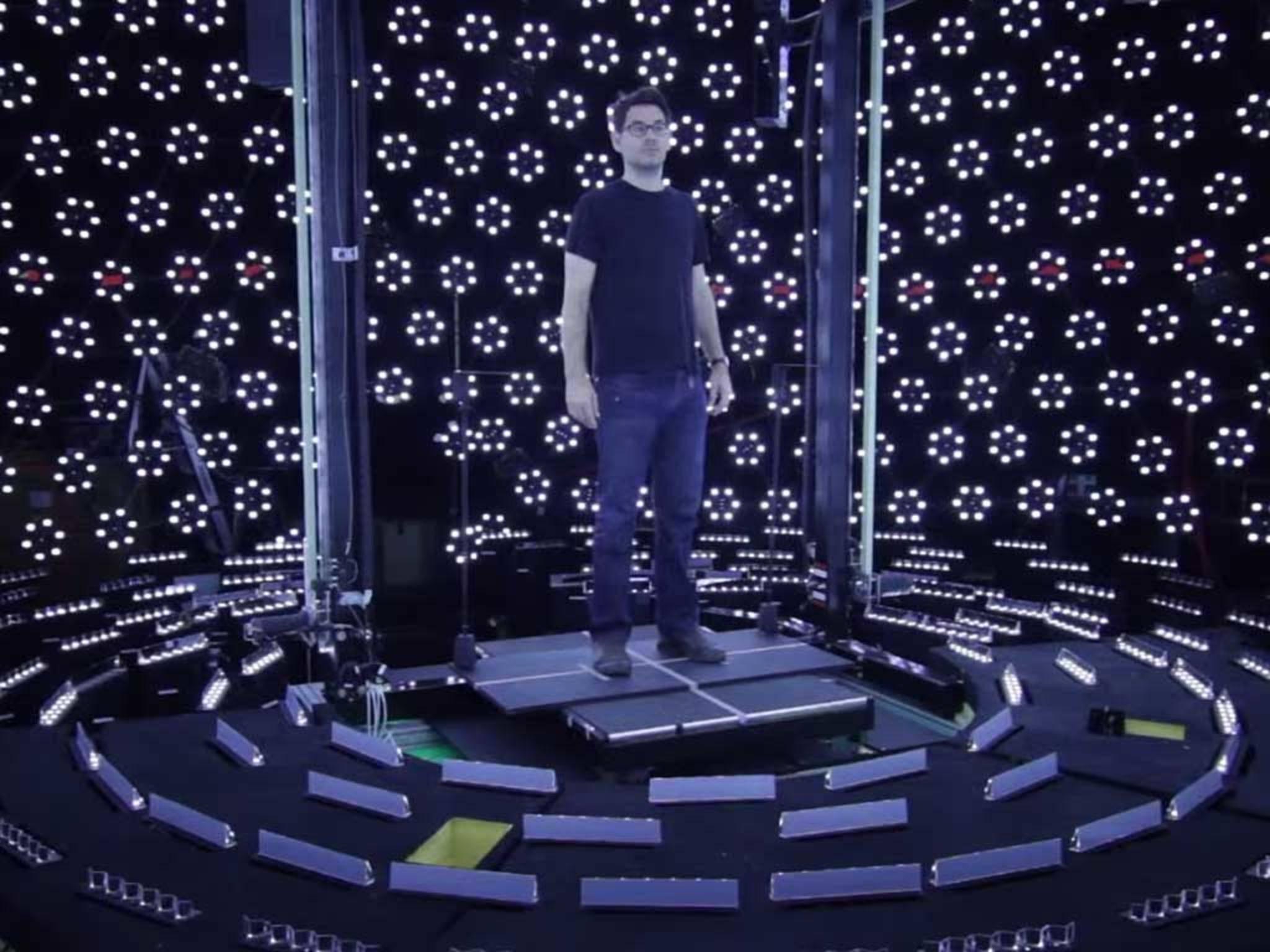 Um das Display sind über 200 Projektoren angeordnet.