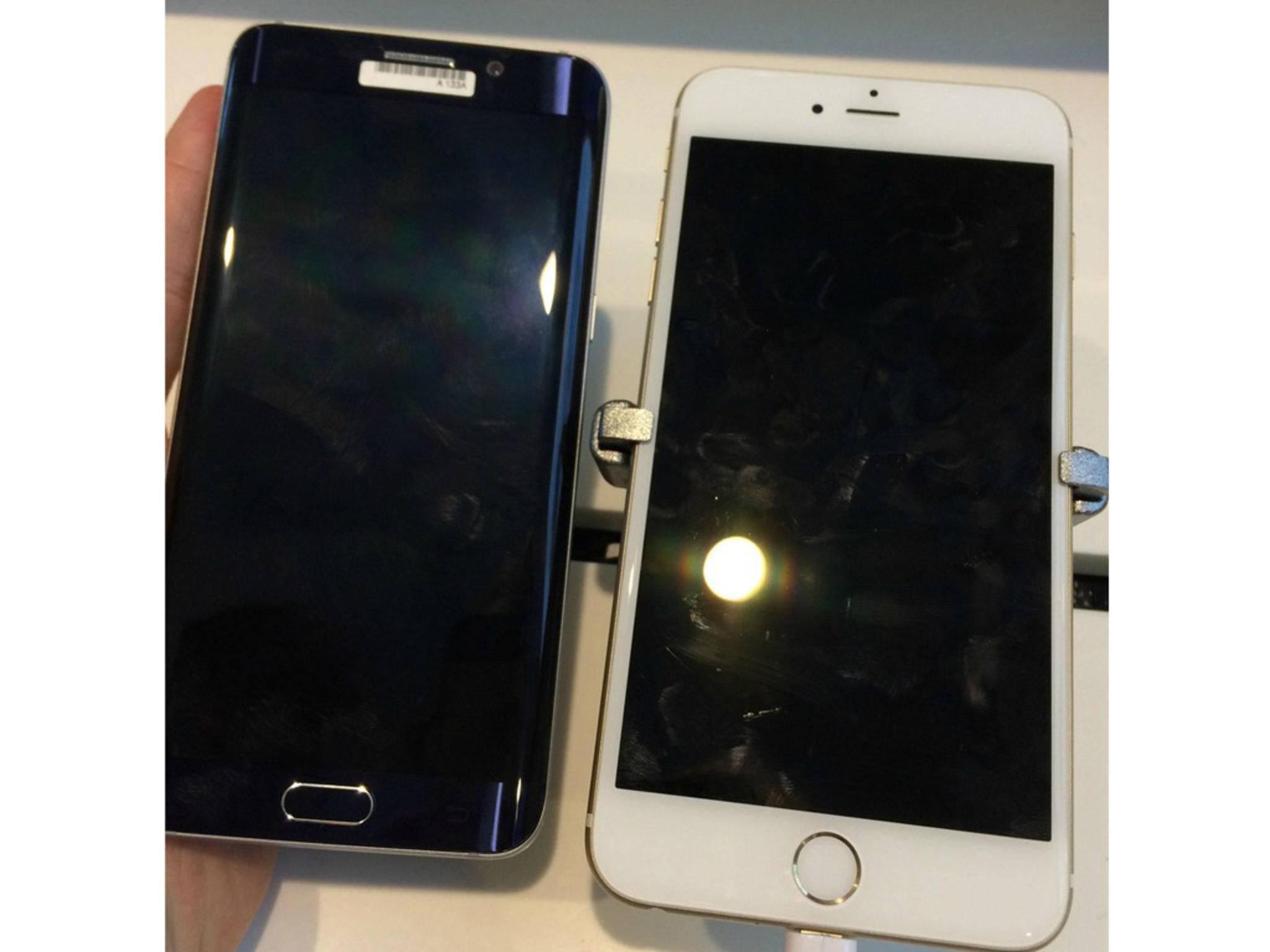 Das Galaxy Note 5 neben dem iPhone 6 Plus.