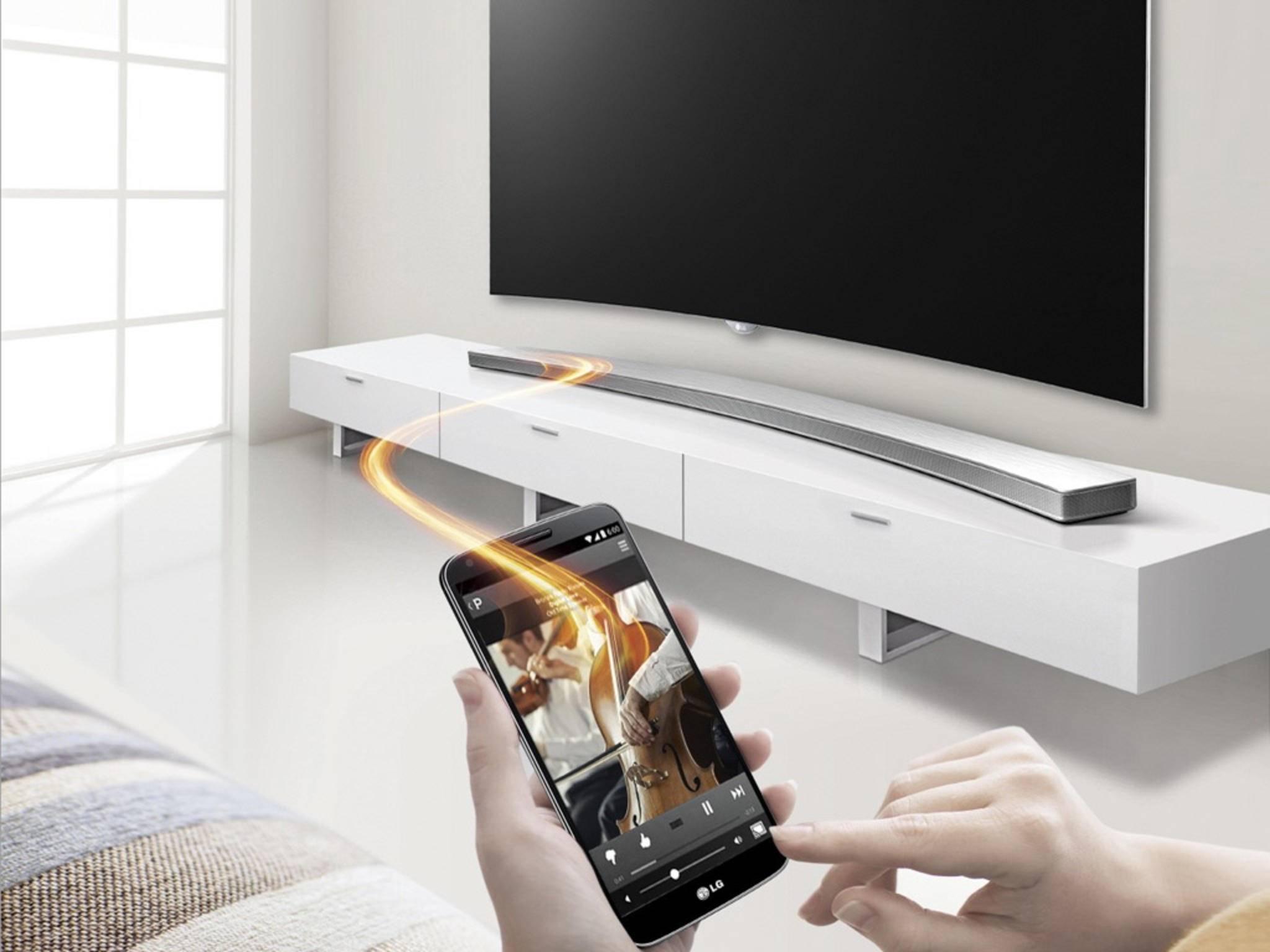 Jetzt wird's kurvig: LG präsentiert seine neue Soundbar im Curved-Design.