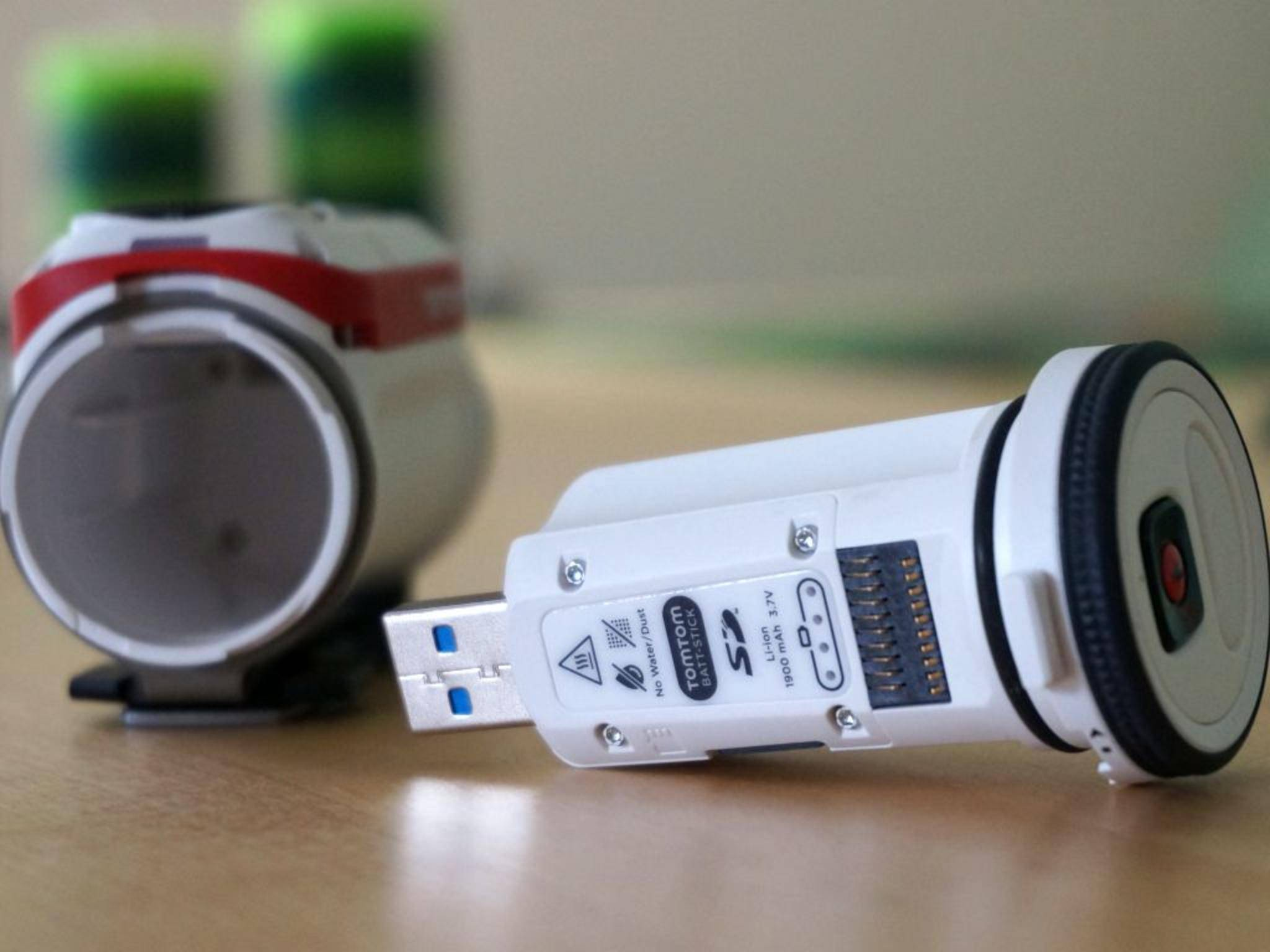 In ihm kommt auch die MicroSD-Karte unter.