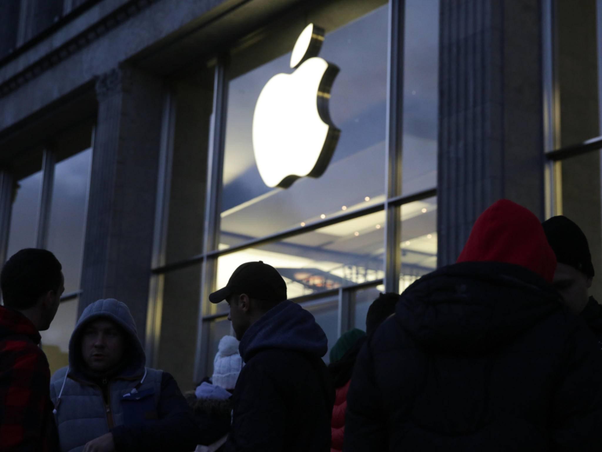 Auch in Hamburg bildete sich eine Schlange vor dem Apple Store.