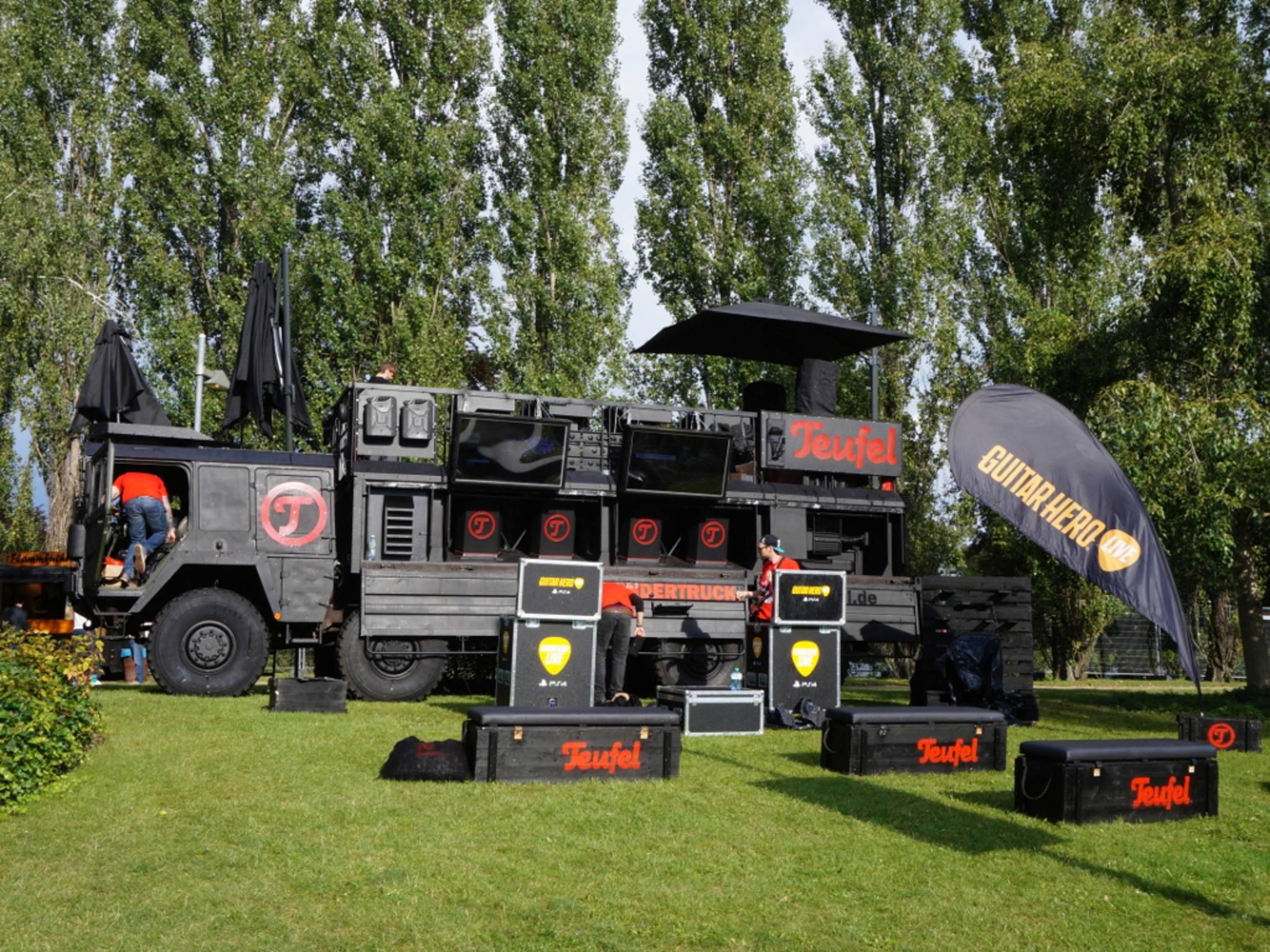Der Thundertruck von Teufel mit Guitar Hero-Bühne.