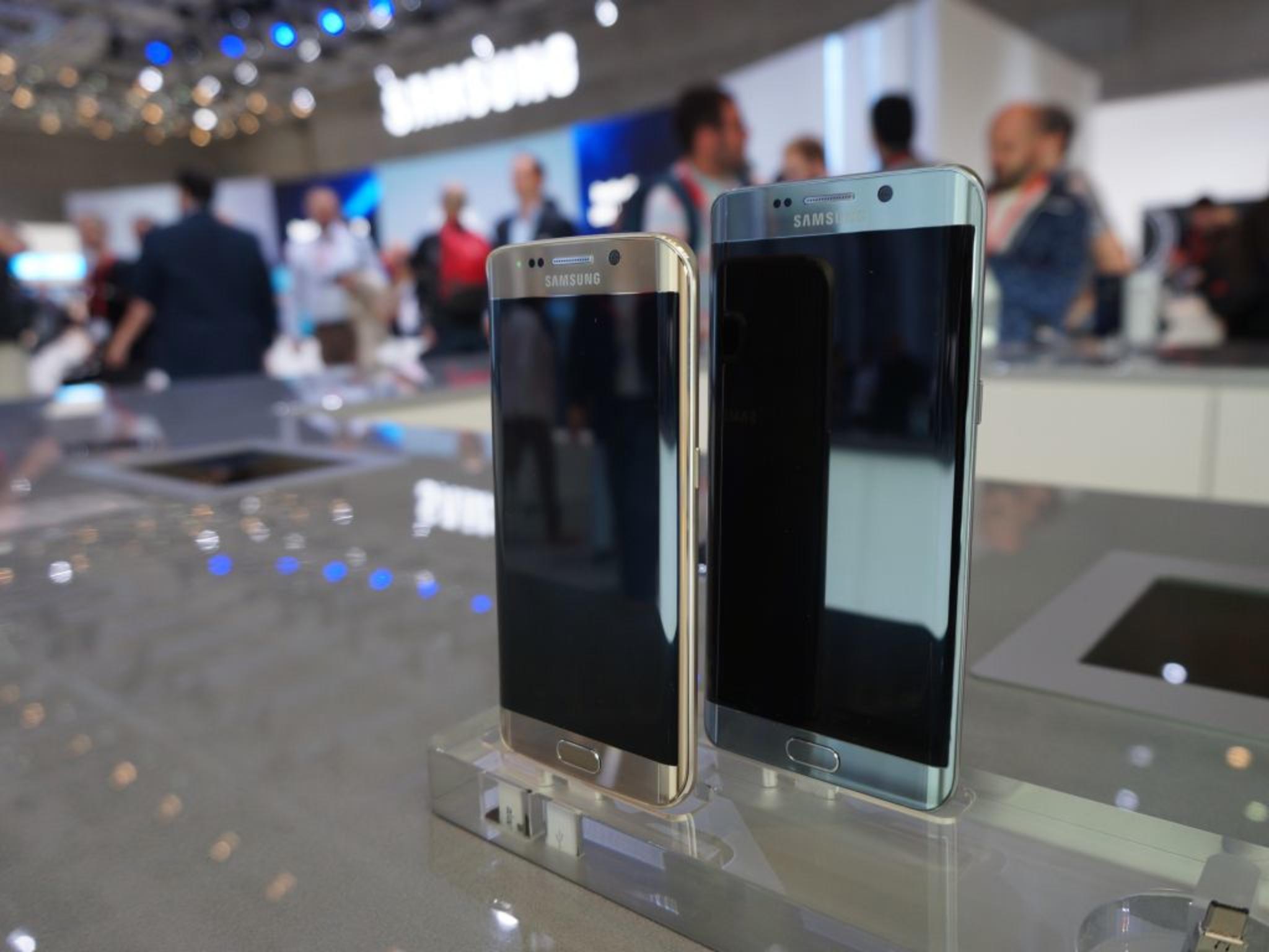 Das Samsung Galaxy S6 Edge+ ist zum Start in Gold und Schwarz, ...