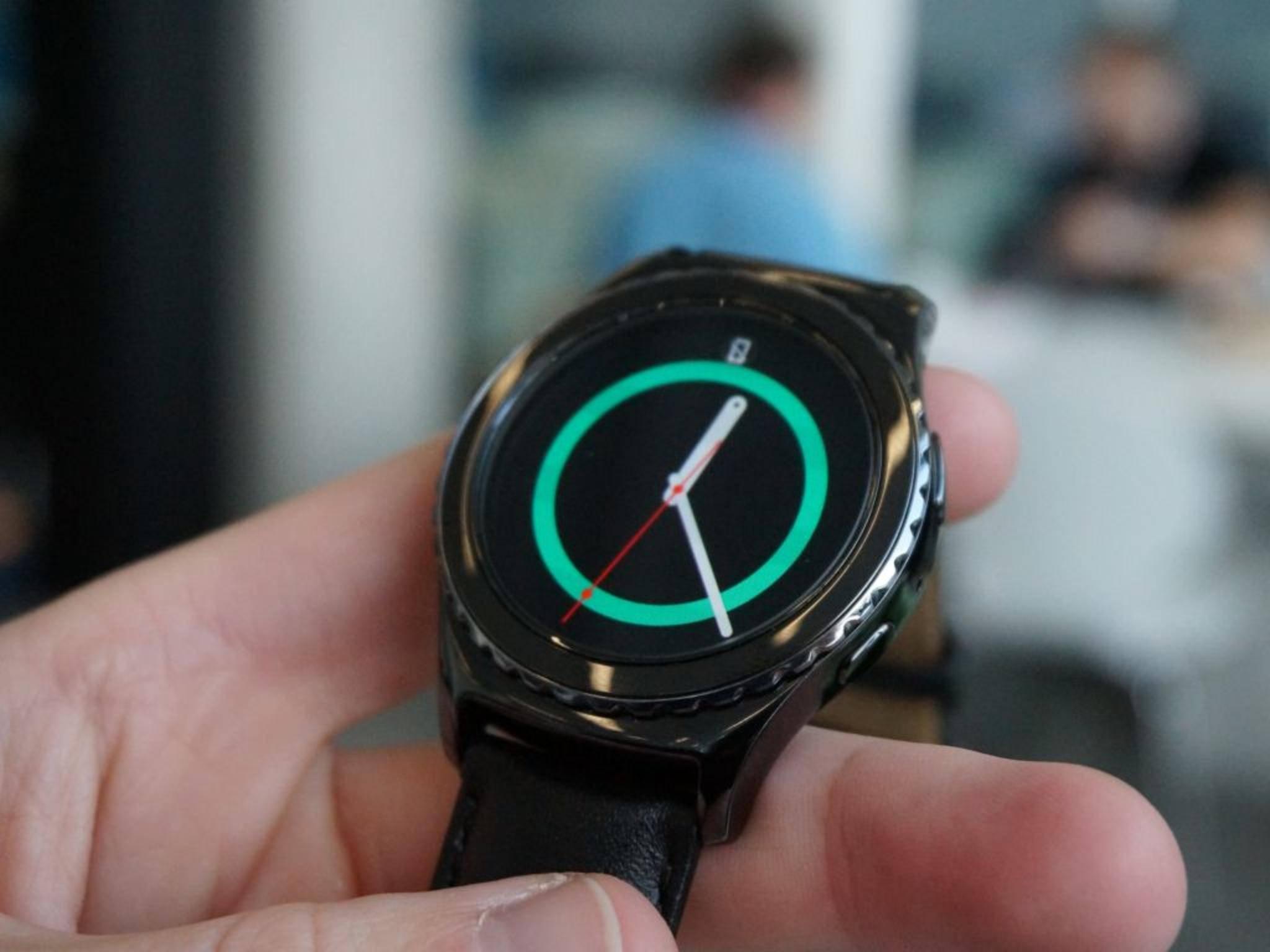 ... ebenso wie Samsung mit der Gear S2.