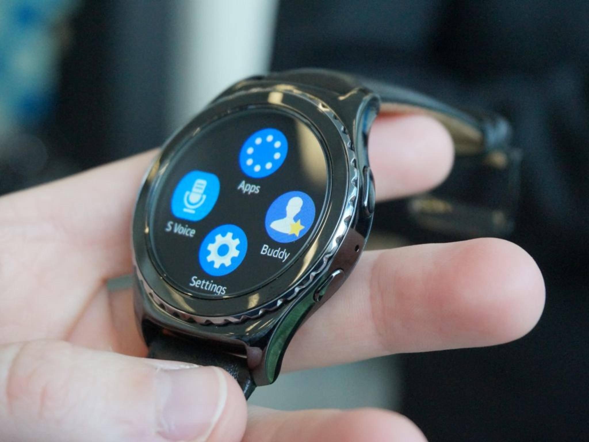 Die Samsung Gear S2überzeugt mit ihrer drehbaren Lünette.