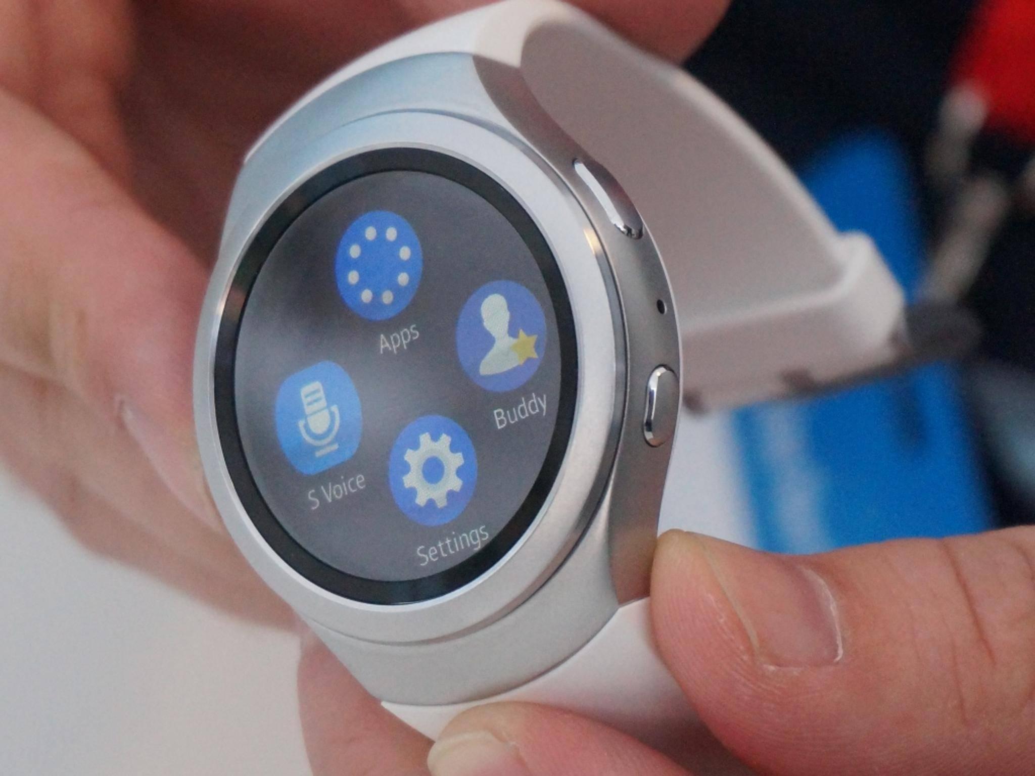 Die Samsung Gear S2 könnte in Zukunft auch mit dem iPhone funktionieren.