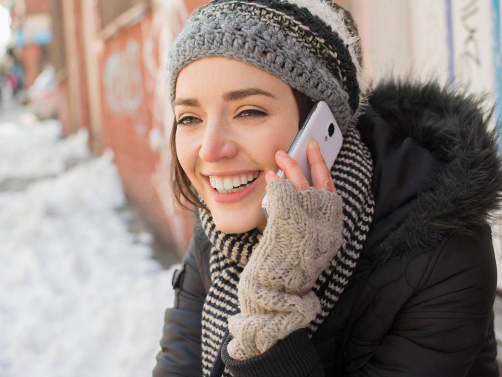 Auch Smartphones haben im Winter mit Minusgraden zu kämpfen.